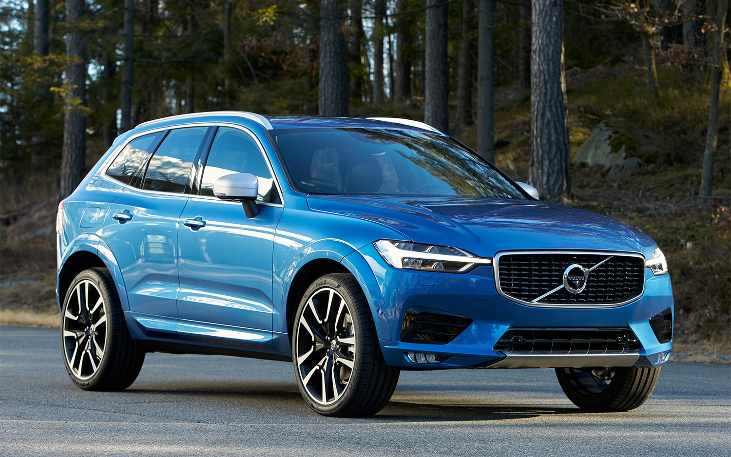 2018 Volvo XC60 T6 Inscription Front Three Quarter 04 15