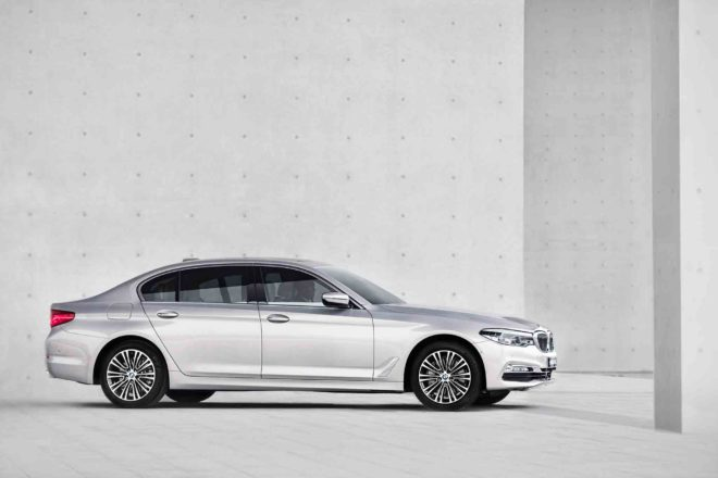 Chinese market BMW 5 Series long wheelbase side profile 01