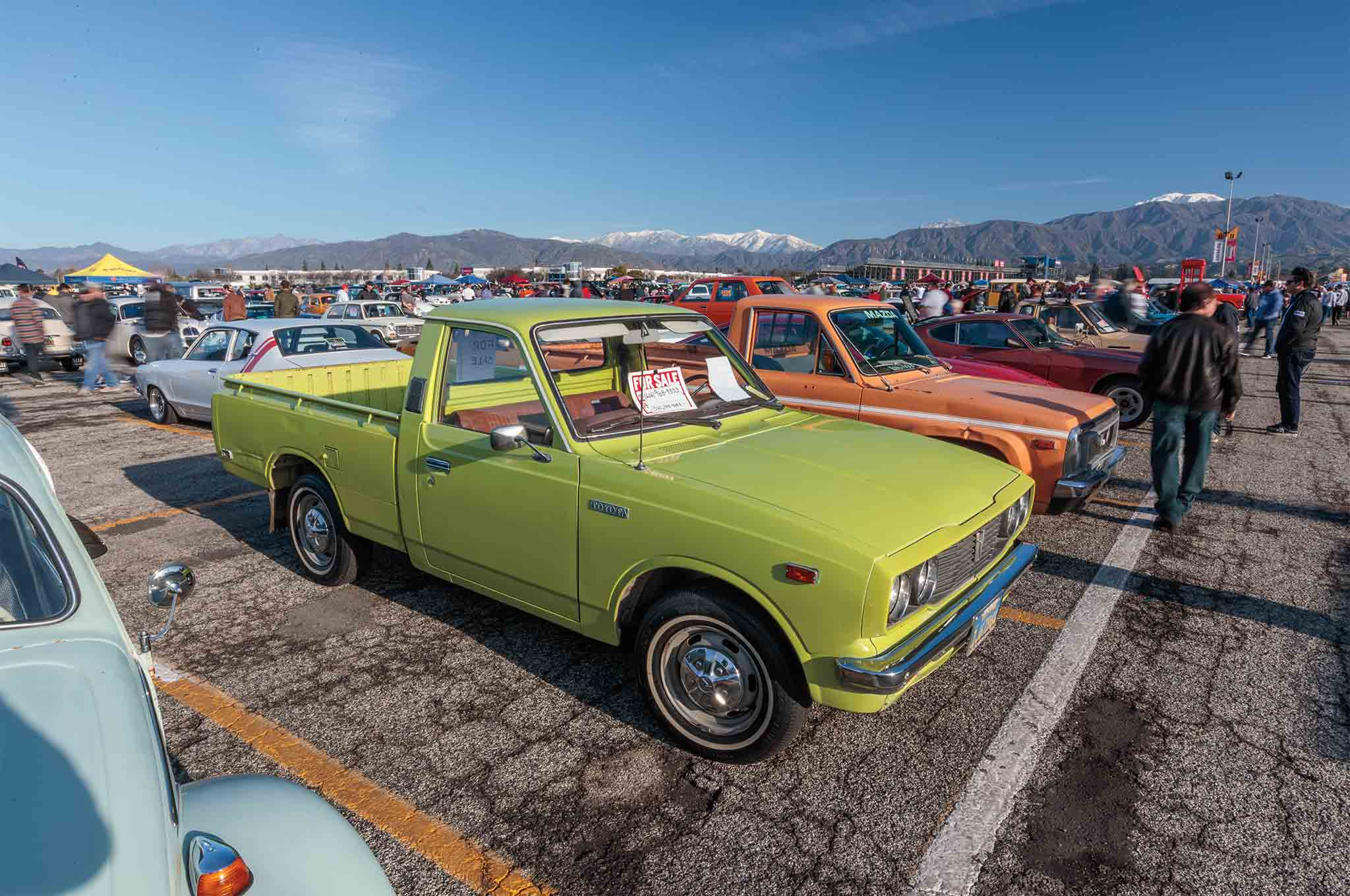Car Swap Meet >> The Pomona Swap Meet Is A So Cal Tradition For Car Fanatics