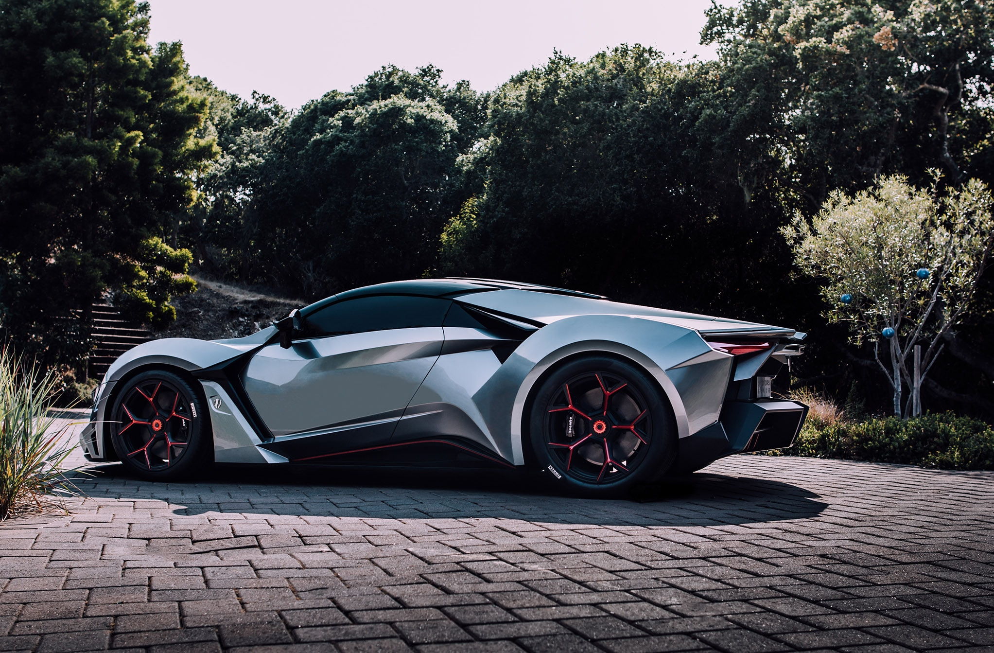 W Motors Fenyr SuperSport Side