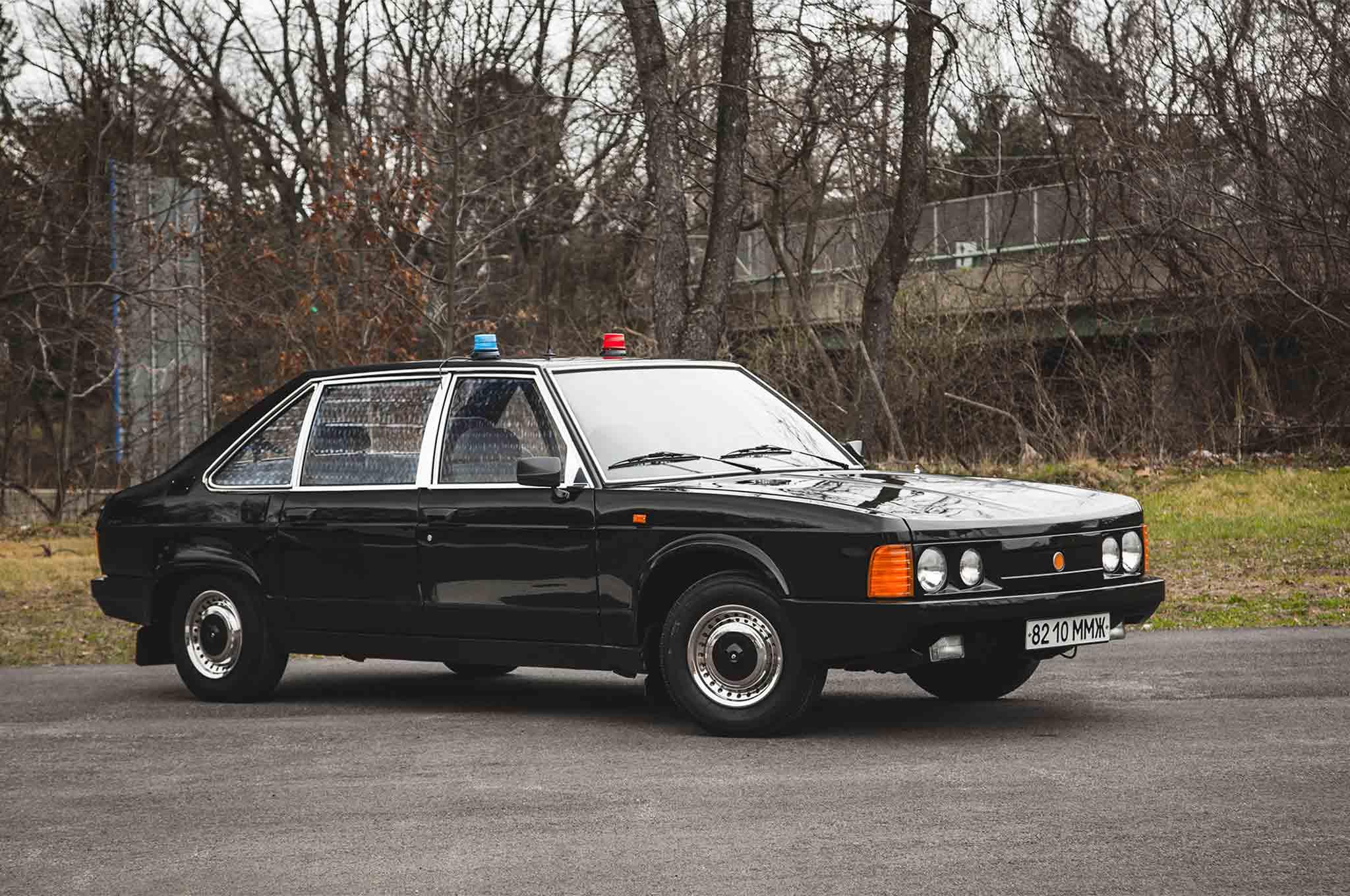 1989 Tatra 613 3 Front Three Quarter 01
