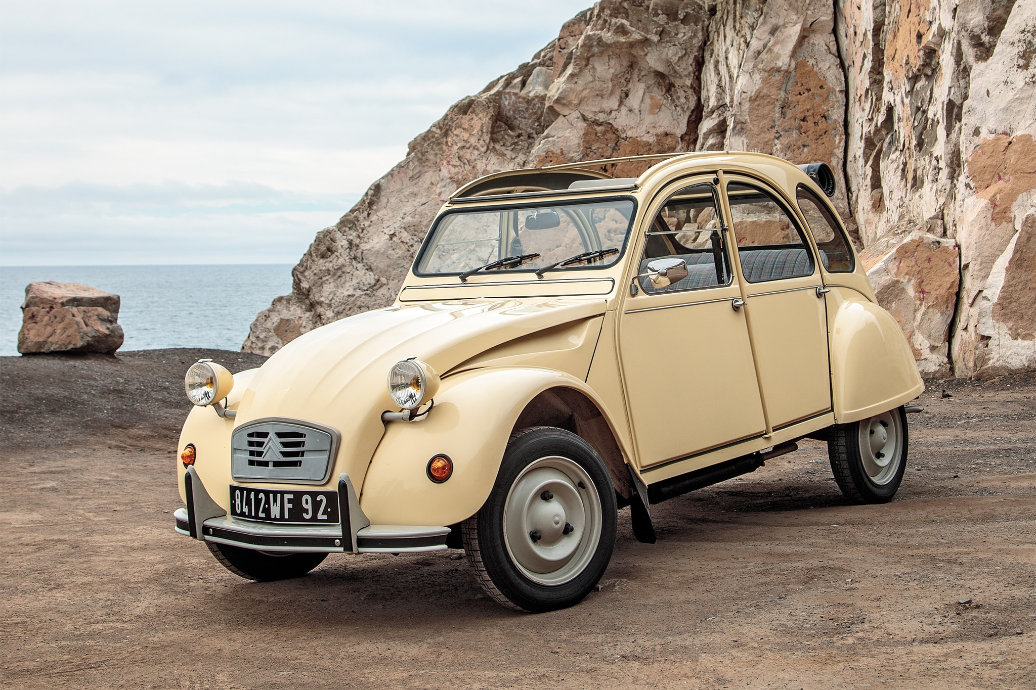 1990 Citroen 2CV6 Special Front Three Quarter 01