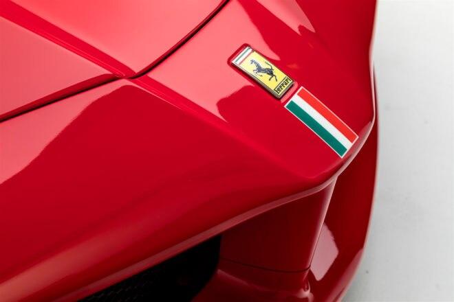 2014 Ferrari LaFerrari front end detail