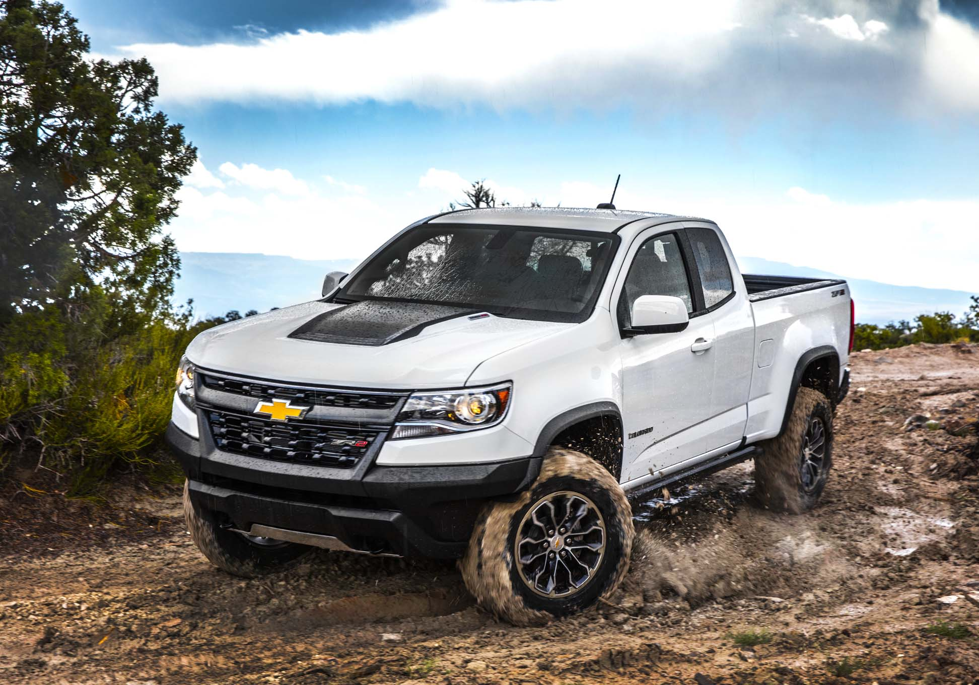 2017 Chevrolet Colorado ZR2 Front Three Quarter In Motion