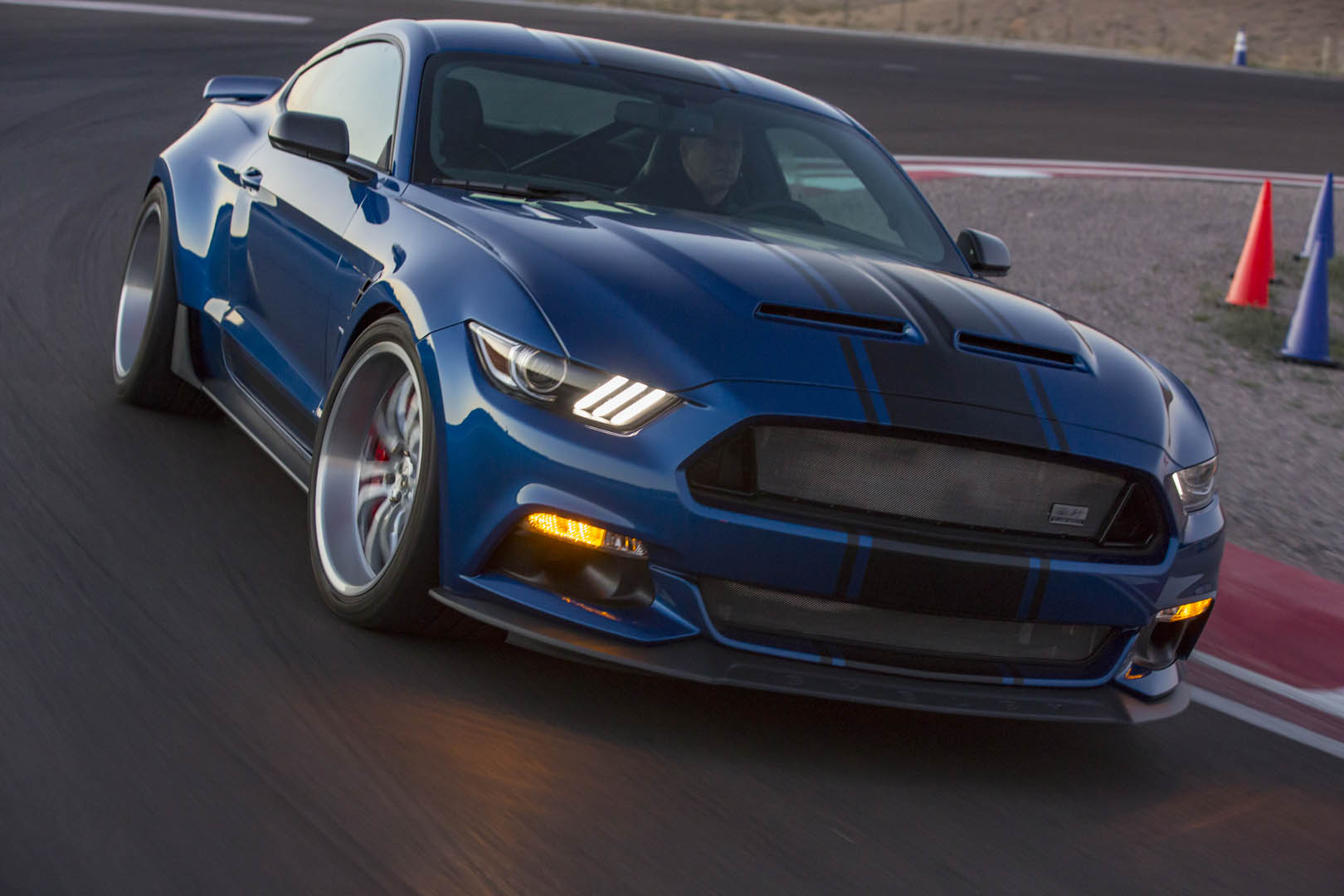 Super Snake 2017 >> 2017 Shelby Super Snake Concept Is A 750 Hp Wide Body Road Racer