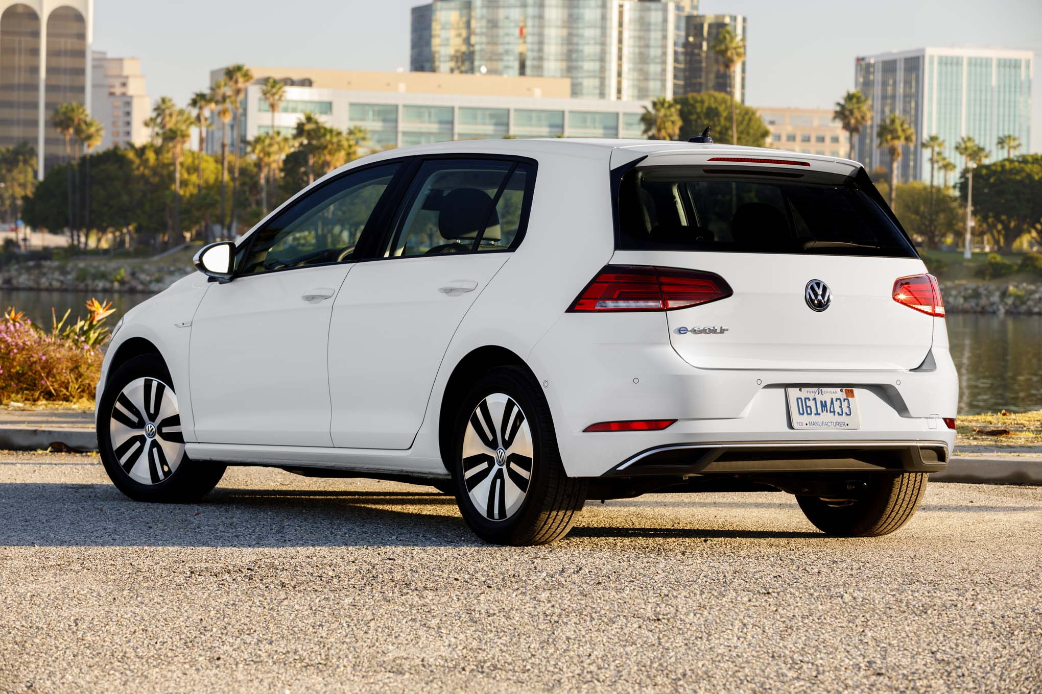 volkswagen  golf  drive review automobile magazine