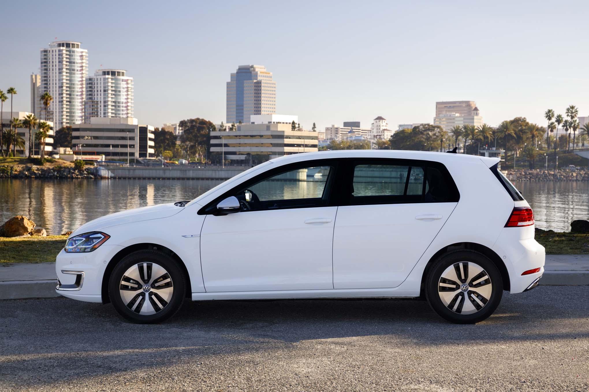2017 Volkswagen E Golf Side