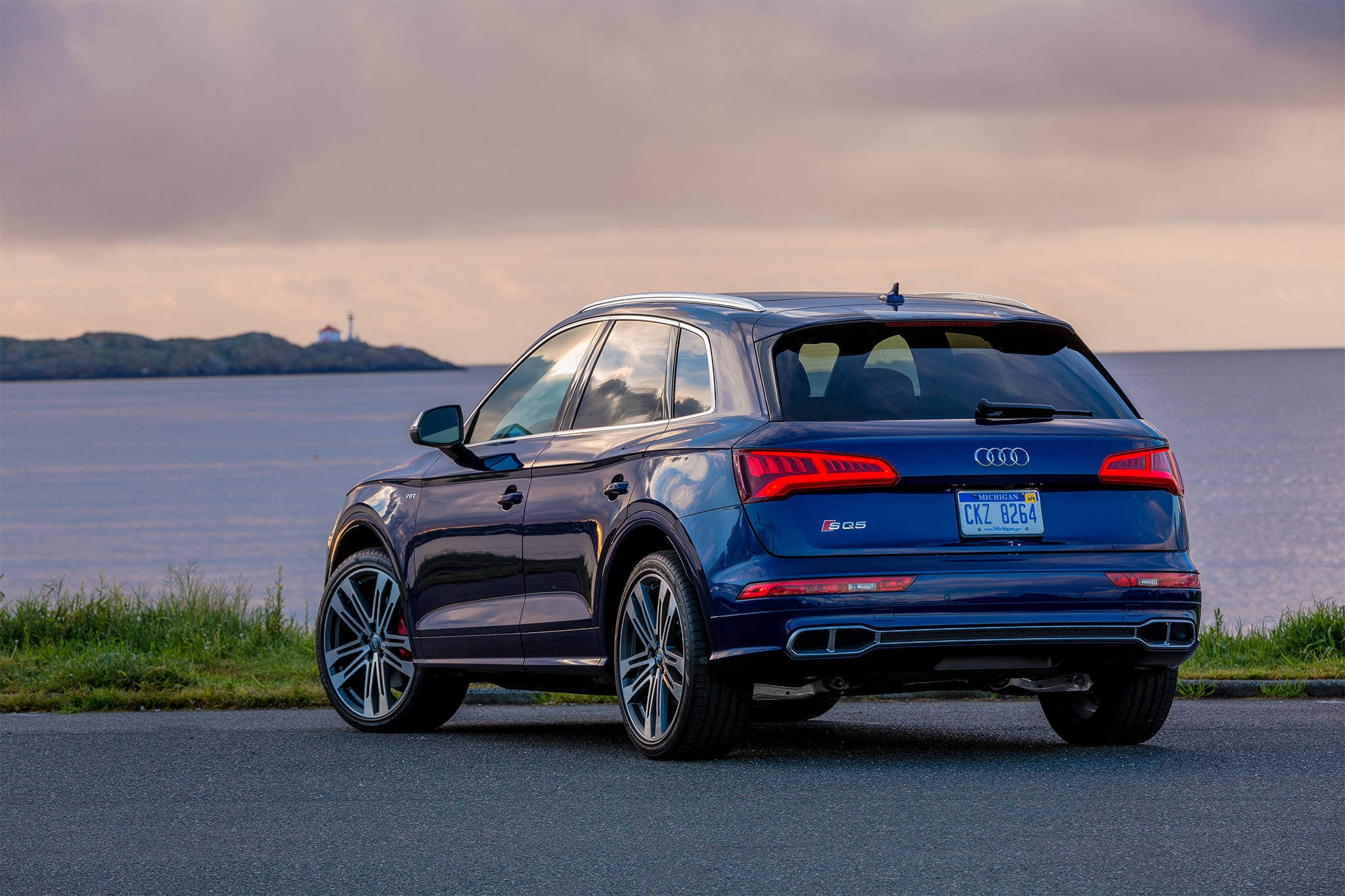 Sobre Audi SQ5 2018 2018-Audi-SQ5-rear-three-quarter-05