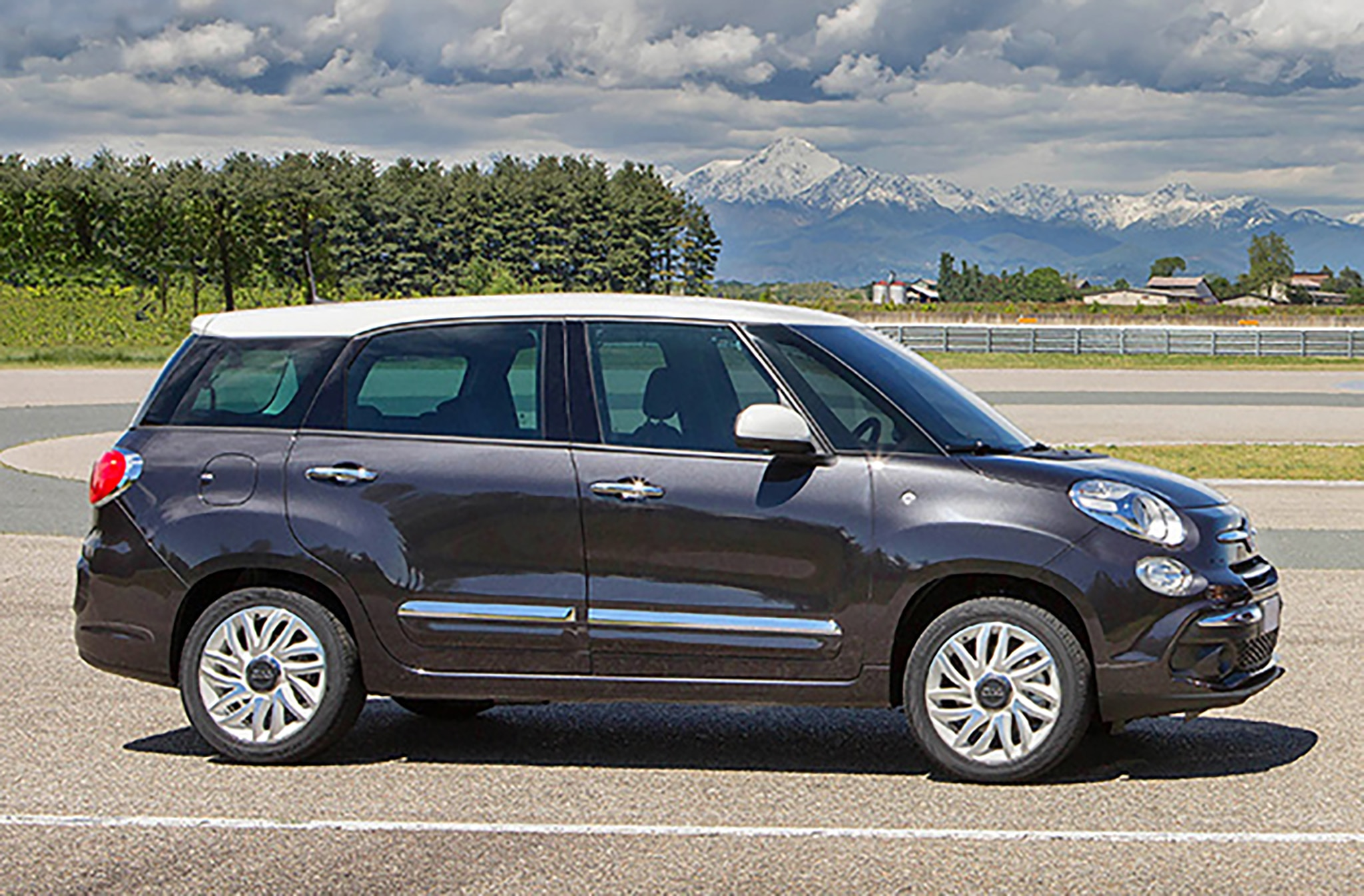 fiat 500l gets major facelift for 2018 automobile magazine. Black Bedroom Furniture Sets. Home Design Ideas
