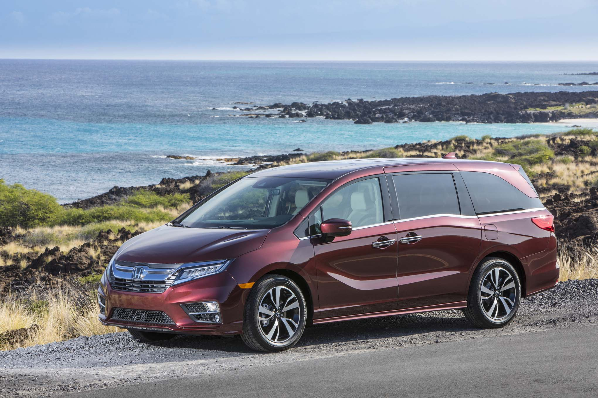2018 Honda Odyssey Front Three Quarter 08
