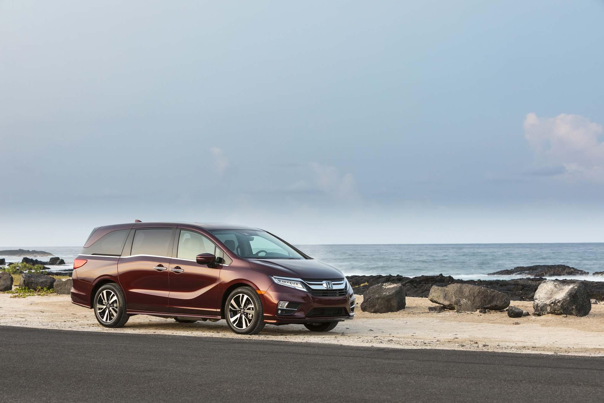2018 Honda Odyssey Front Three Quarter 12