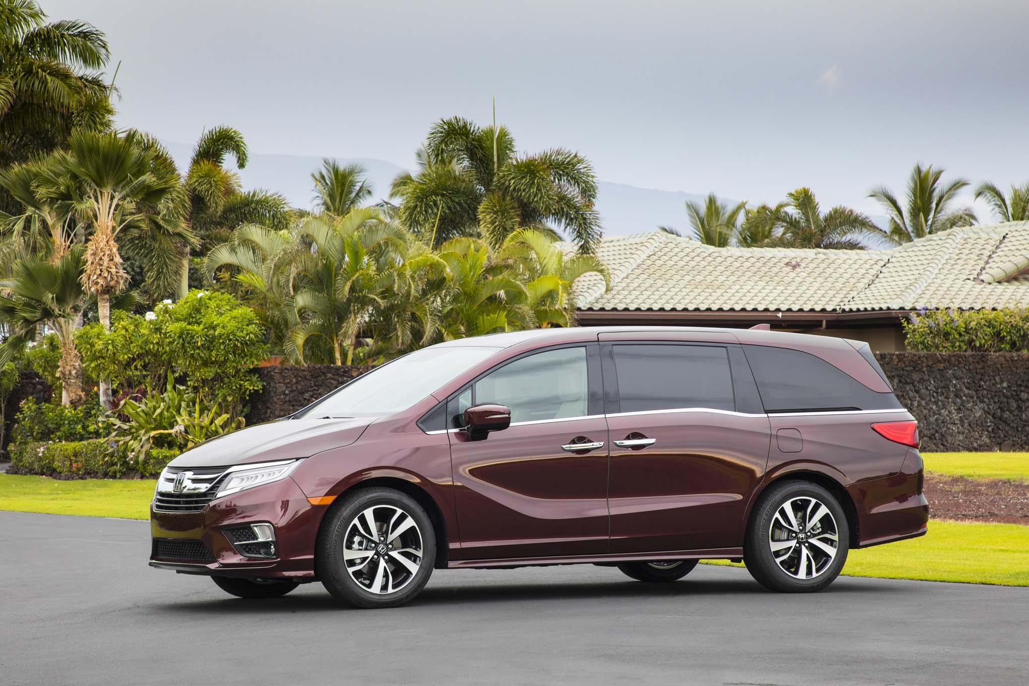 2018 Honda Odyssey Front Three Quarter 13