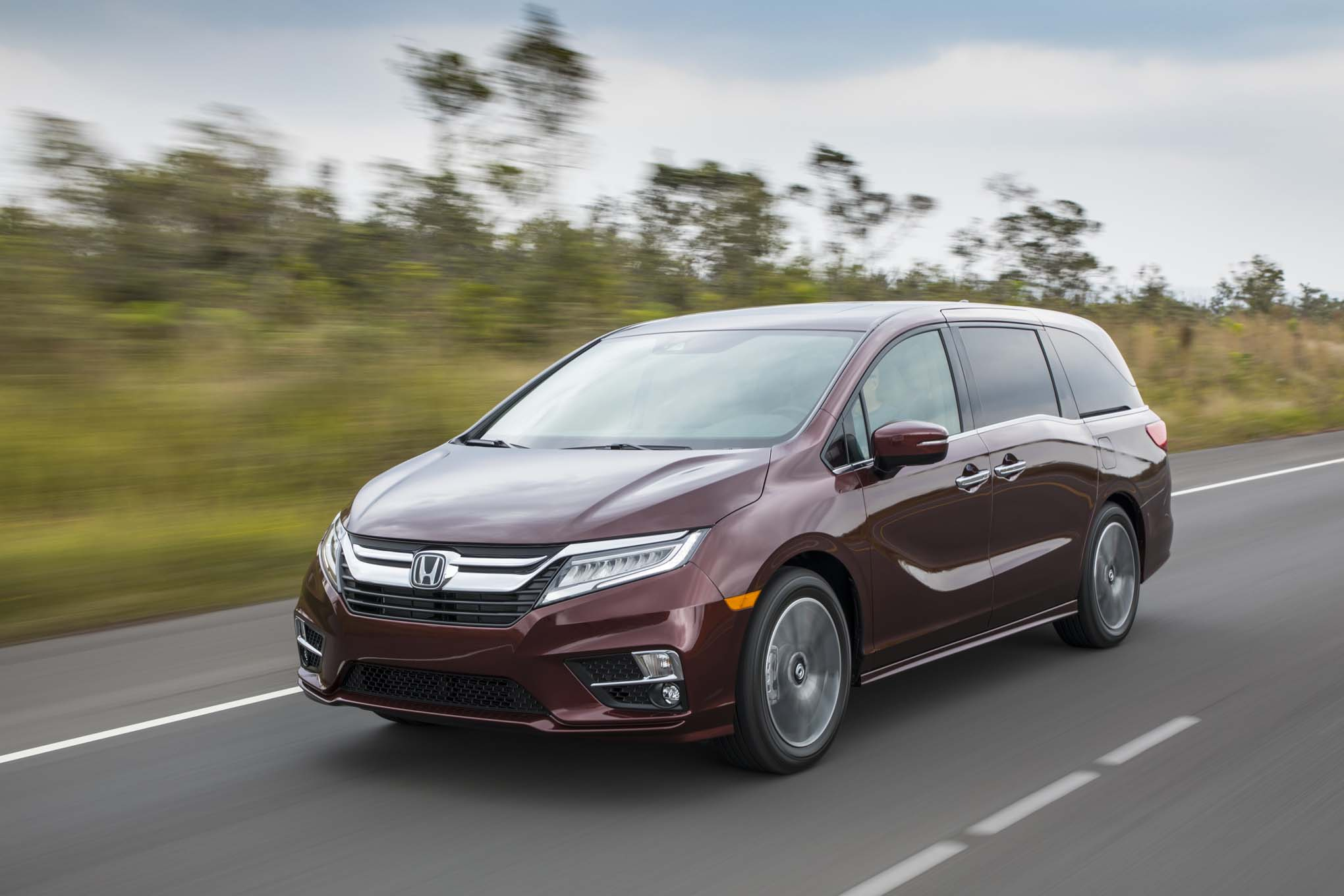 2018 Honda Odyssey Front Three Quarter In Motion 08