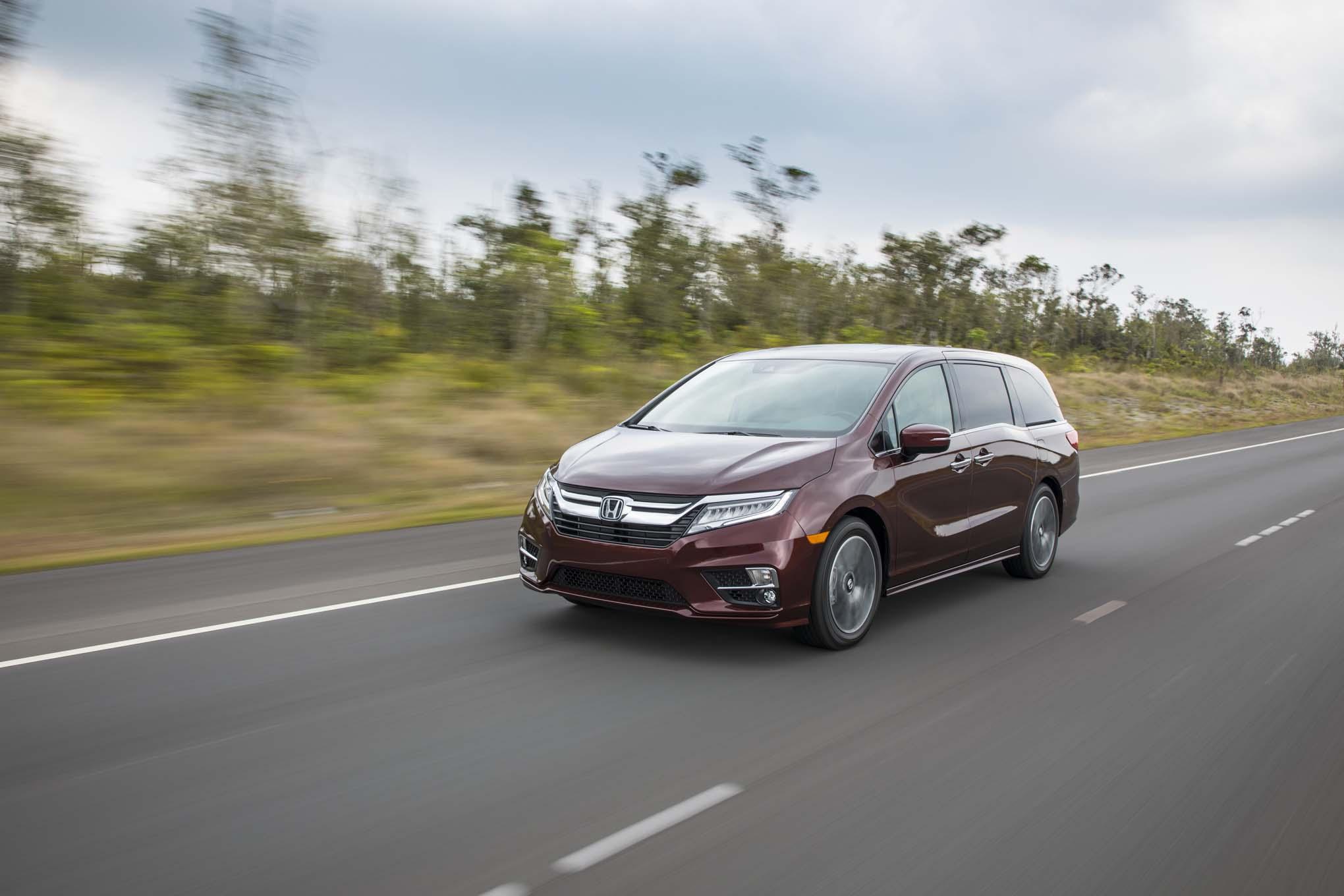 2018 Honda Odyssey Front Three Quarter In Motion 09