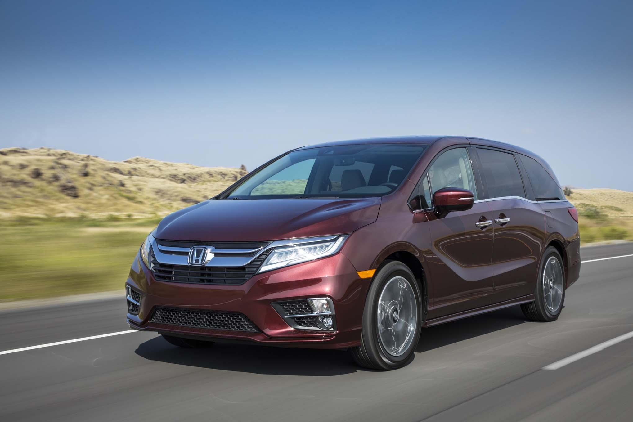 2018 Honda Odyssey Front Three Quarter In Motion 10