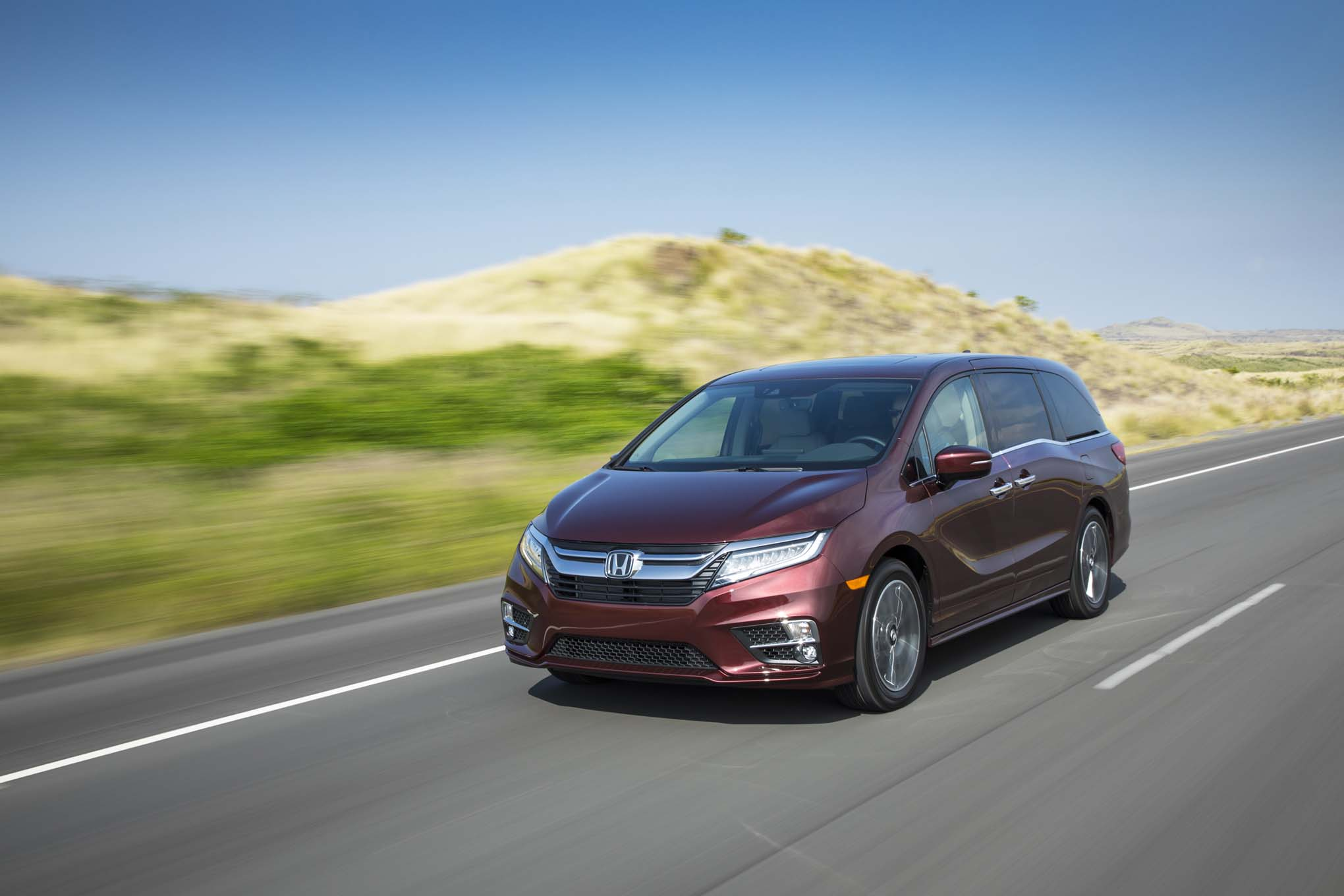 2018 Honda Odyssey Front Three Quarter In Motion 11