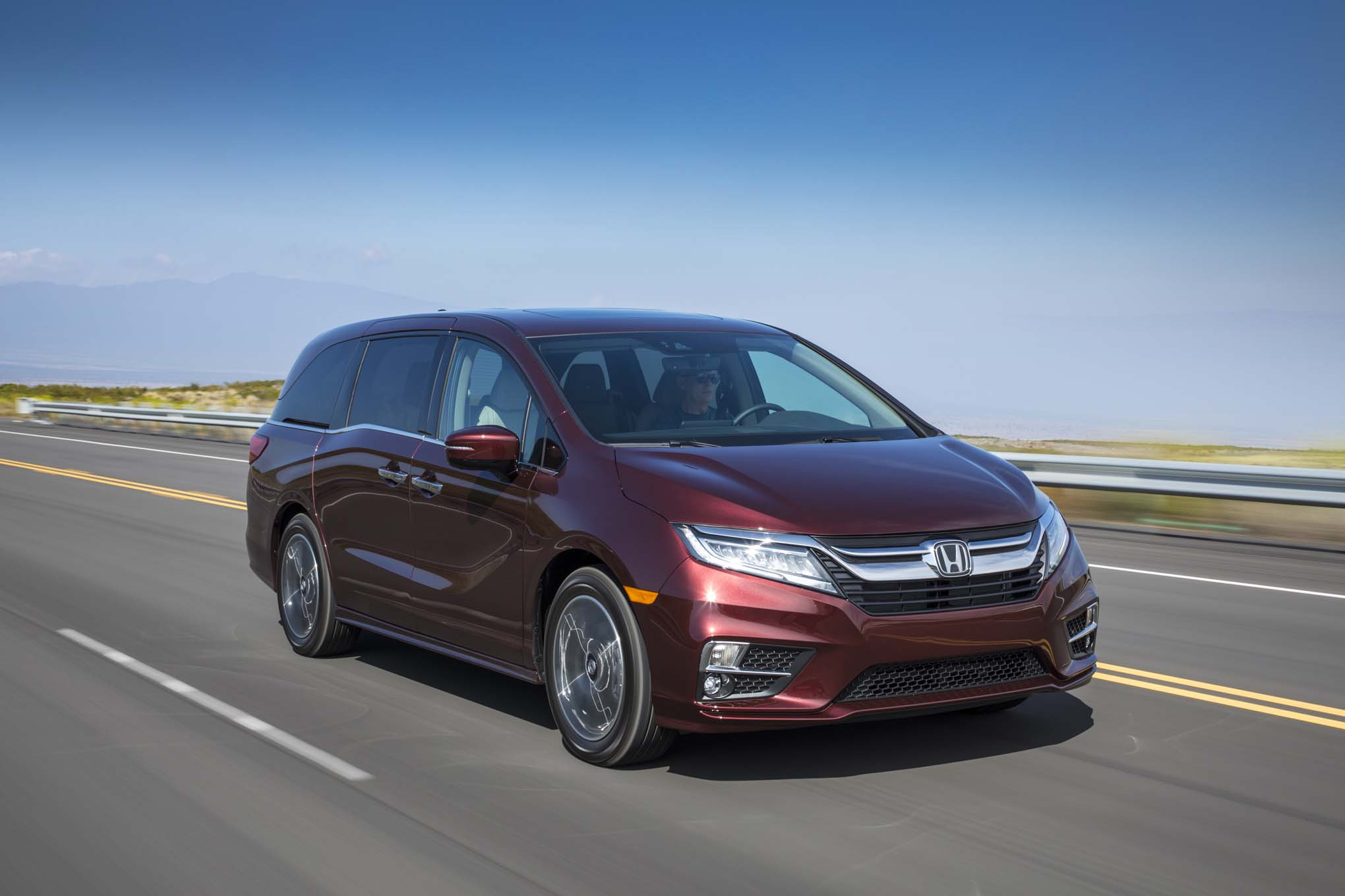 2018 Honda Odyssey Front Three Quarter In Motion 12