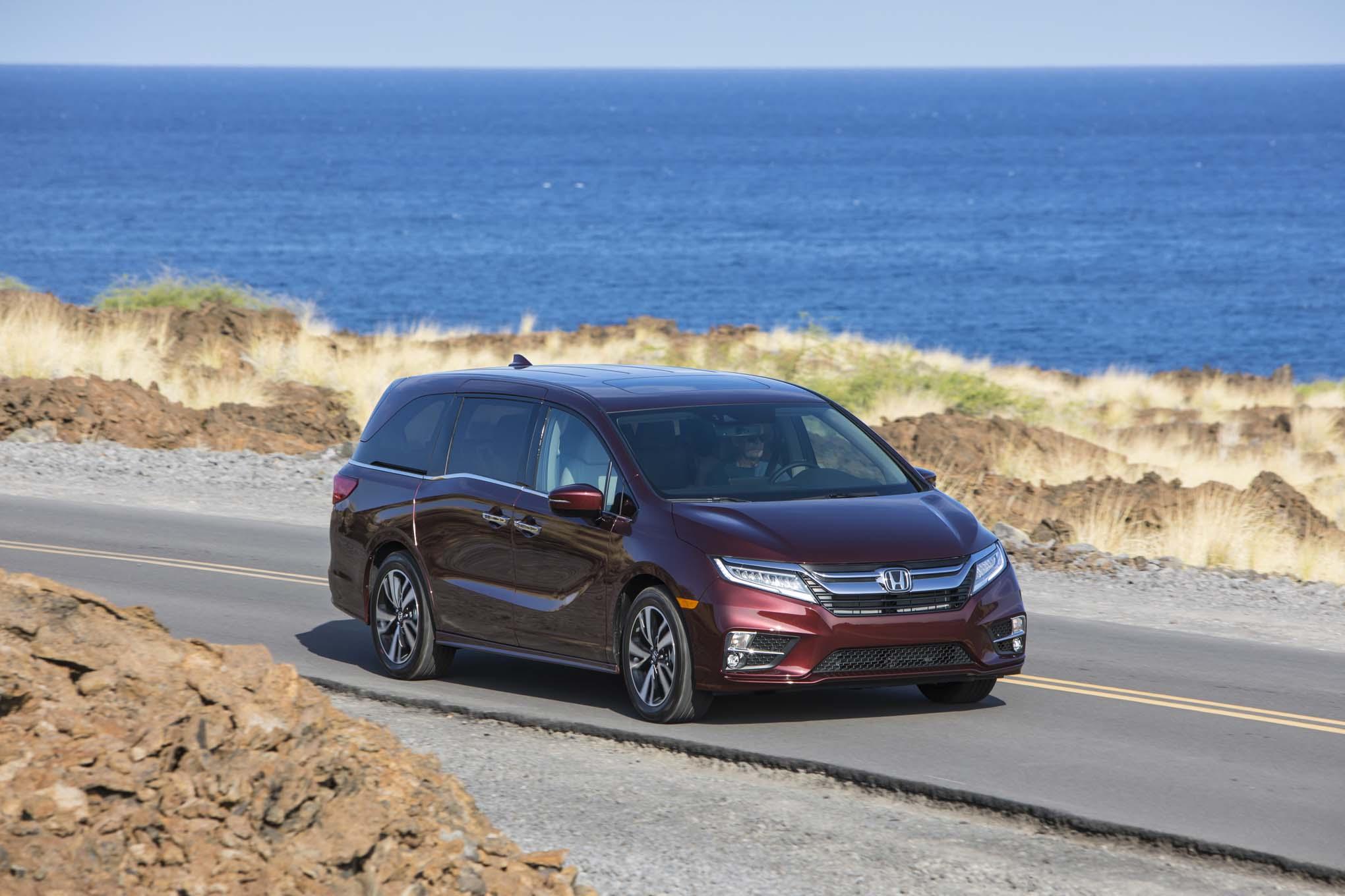 2018 Honda Odyssey Front Three Quarter In Motion 14