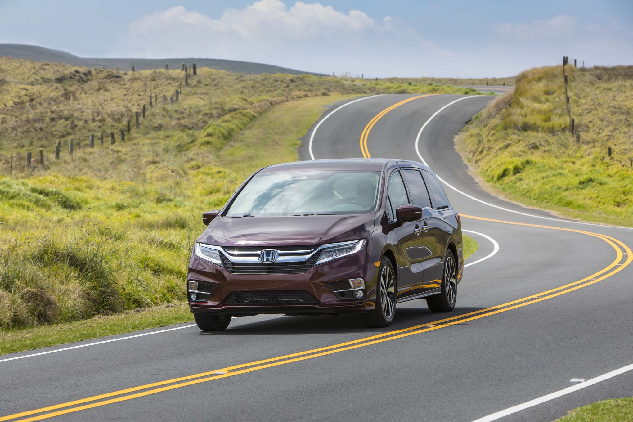 2018 Honda Odyssey Front Three Quarter In Motion