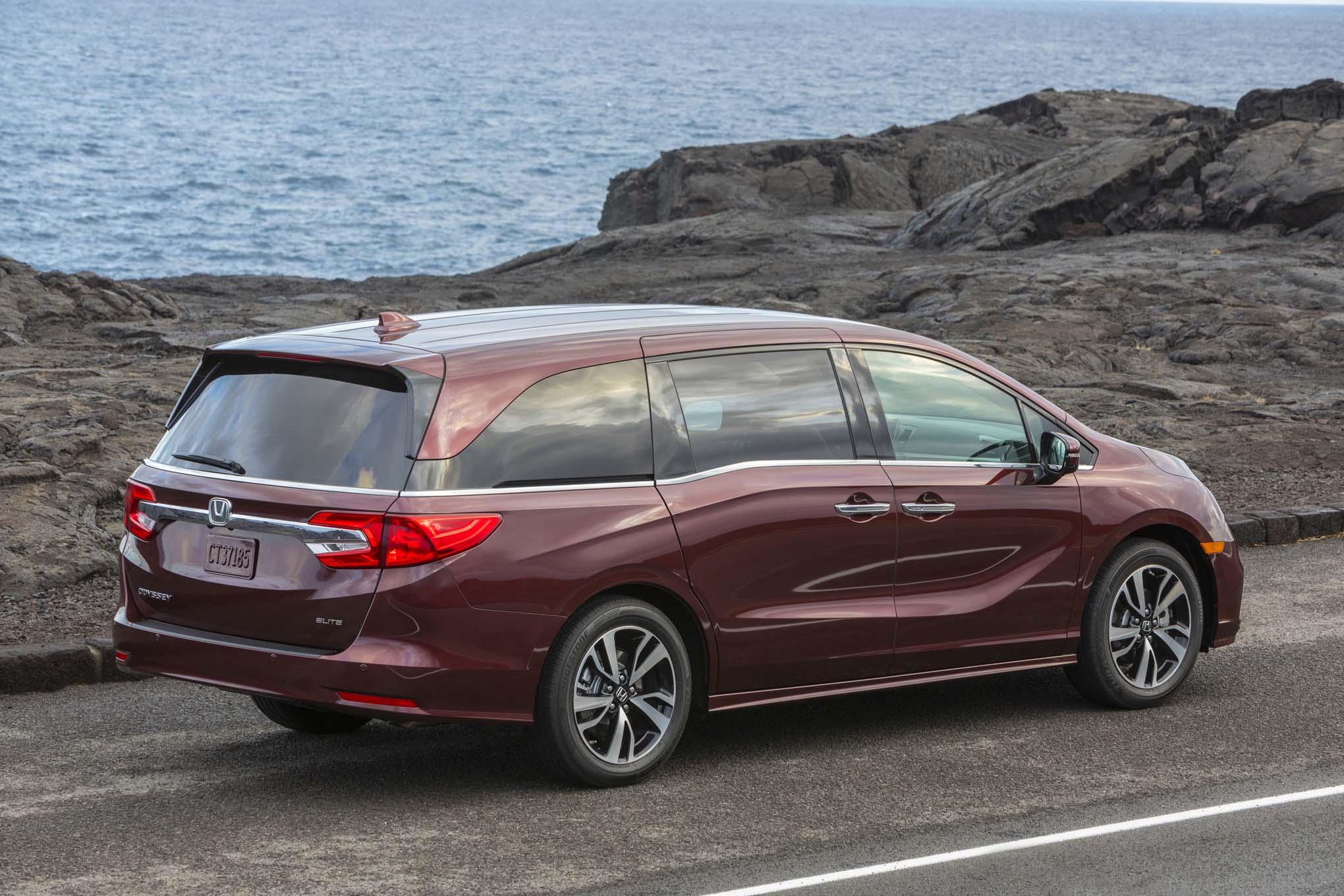 2018 Honda Odyssey Rear Three Quarter 04