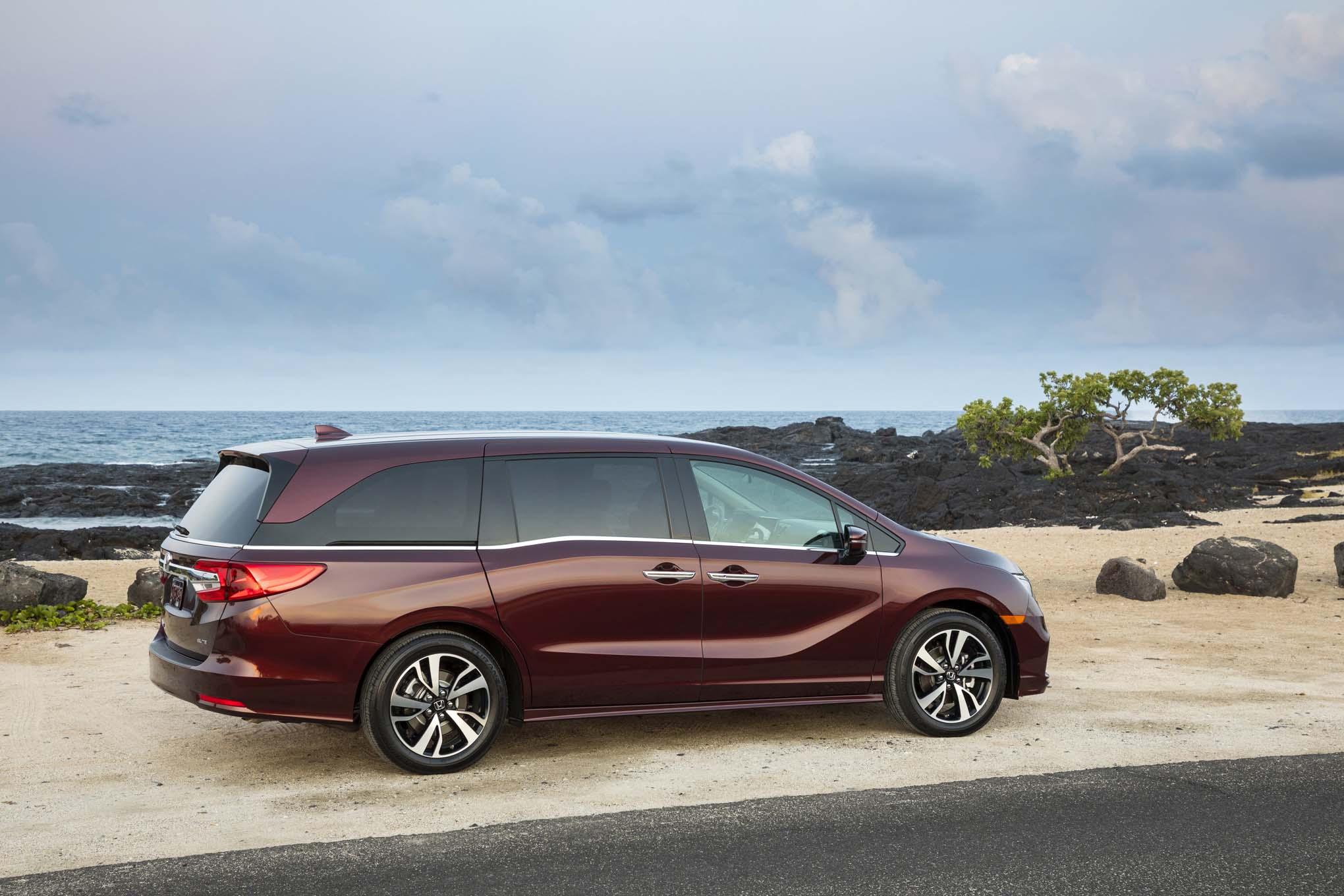 2018 Honda Odyssey Rear Three Quarter 05
