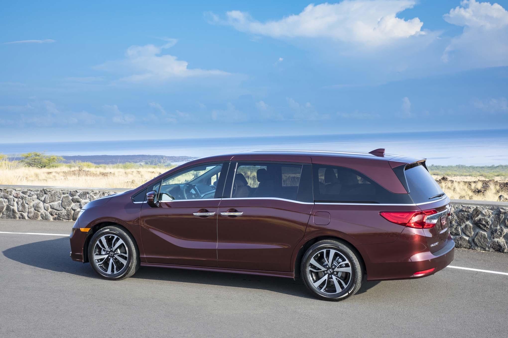 2018 Honda Odyssey Rear Three Quarter 06