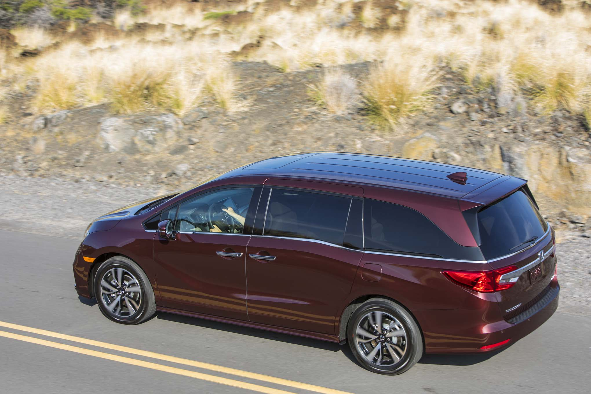 2018 Honda Odyssey Rear Three Quarter In Motion 12