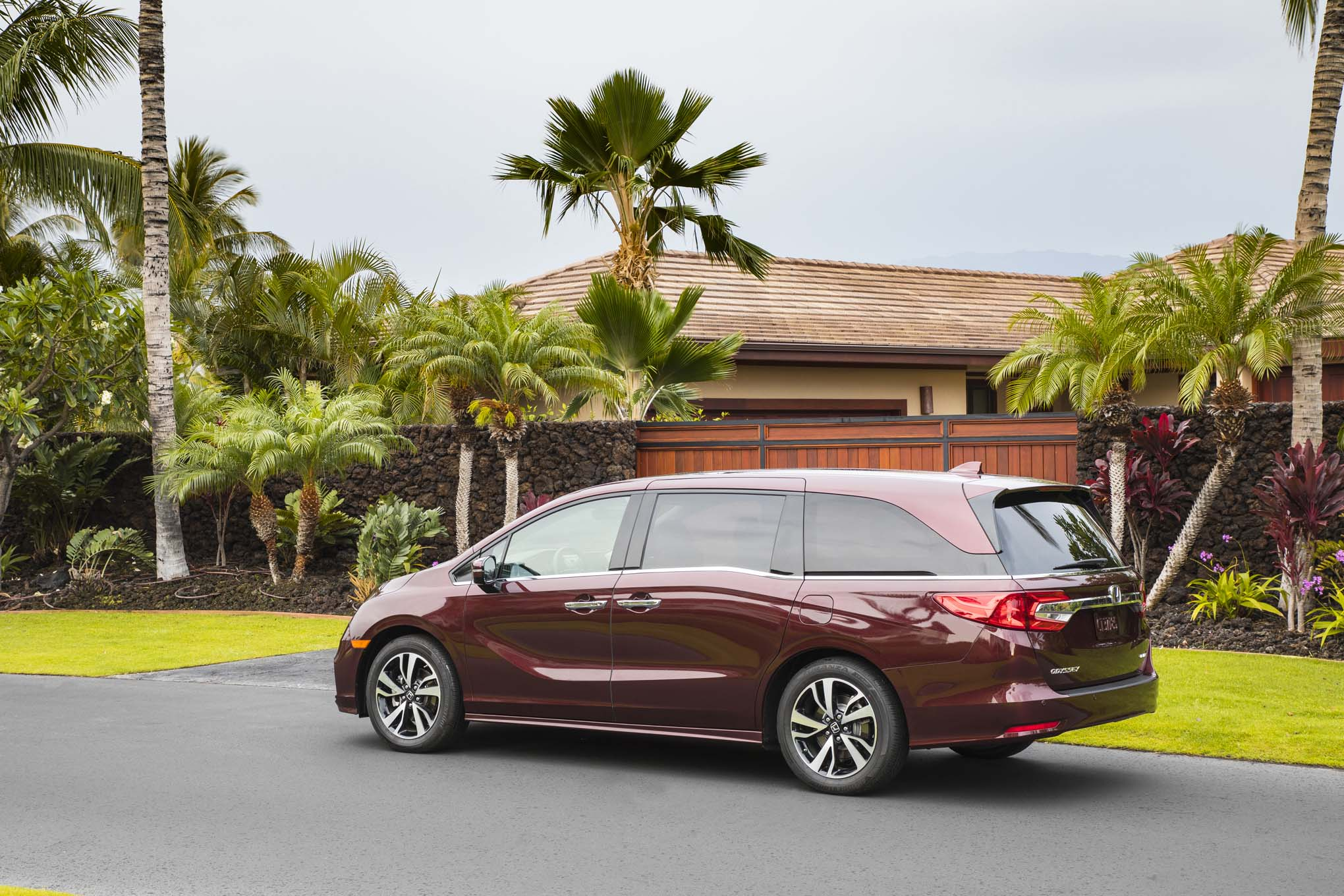 2018 Honda Odyssey Rear Three Quarters
