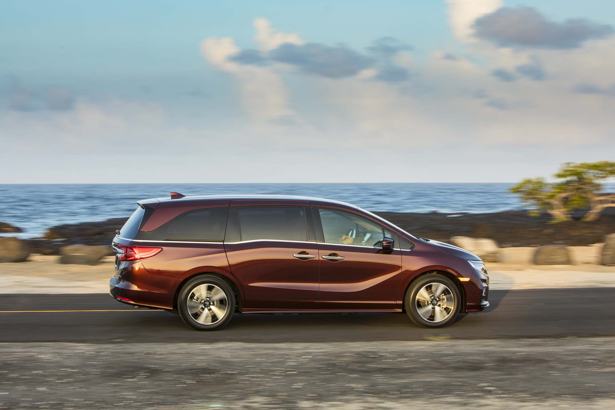 2018 Honda Odyssey Side 02