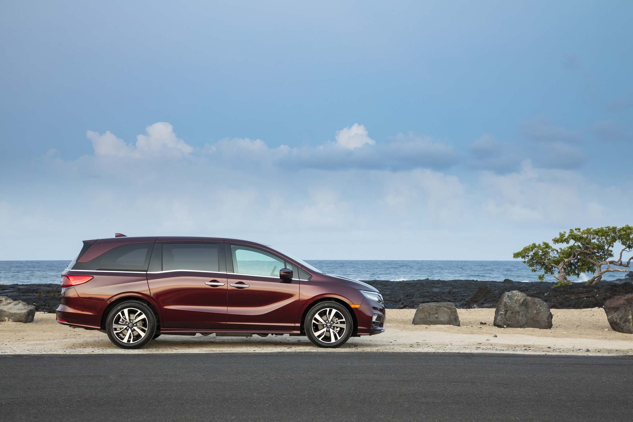 2018 Honda Odyssey Side Profile 04
