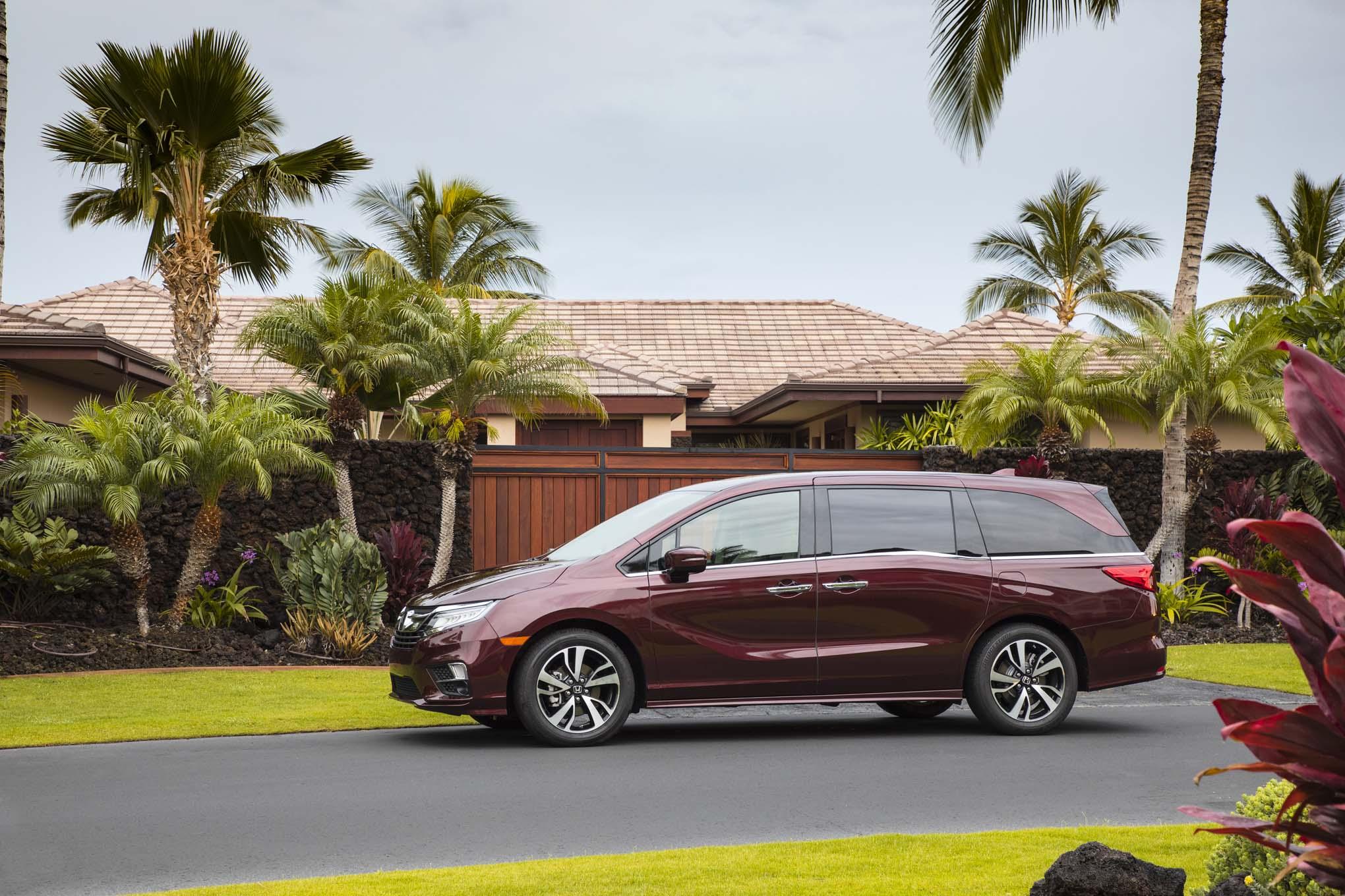 2018 Honda Odyssey Side Profile 06