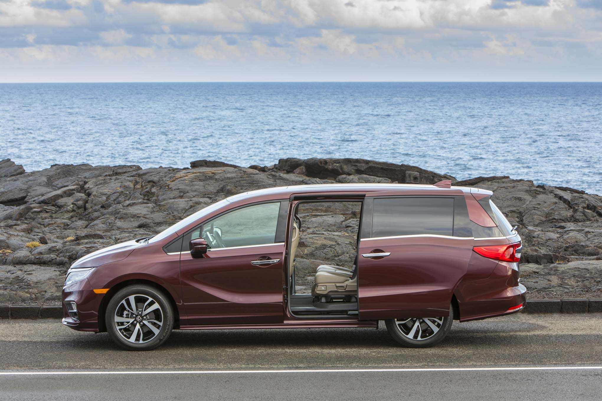 First Drive: 2018 Honda Odyssey | Automobile Magazine