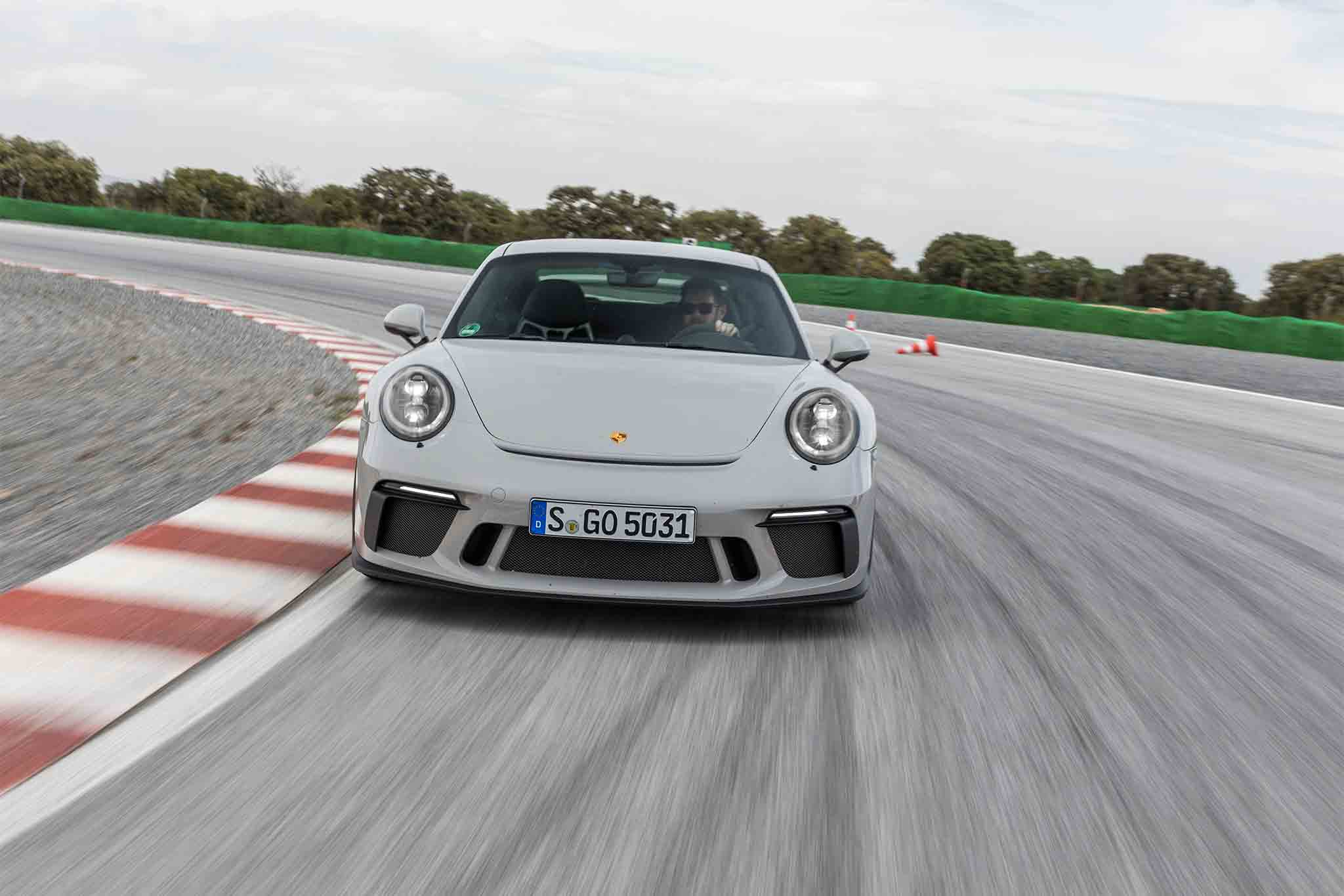 2018-Porsche-911-GT3-front-view-in-motion-03 Interesting Porsche 911 Gt2 and Gt3 Cars Trend