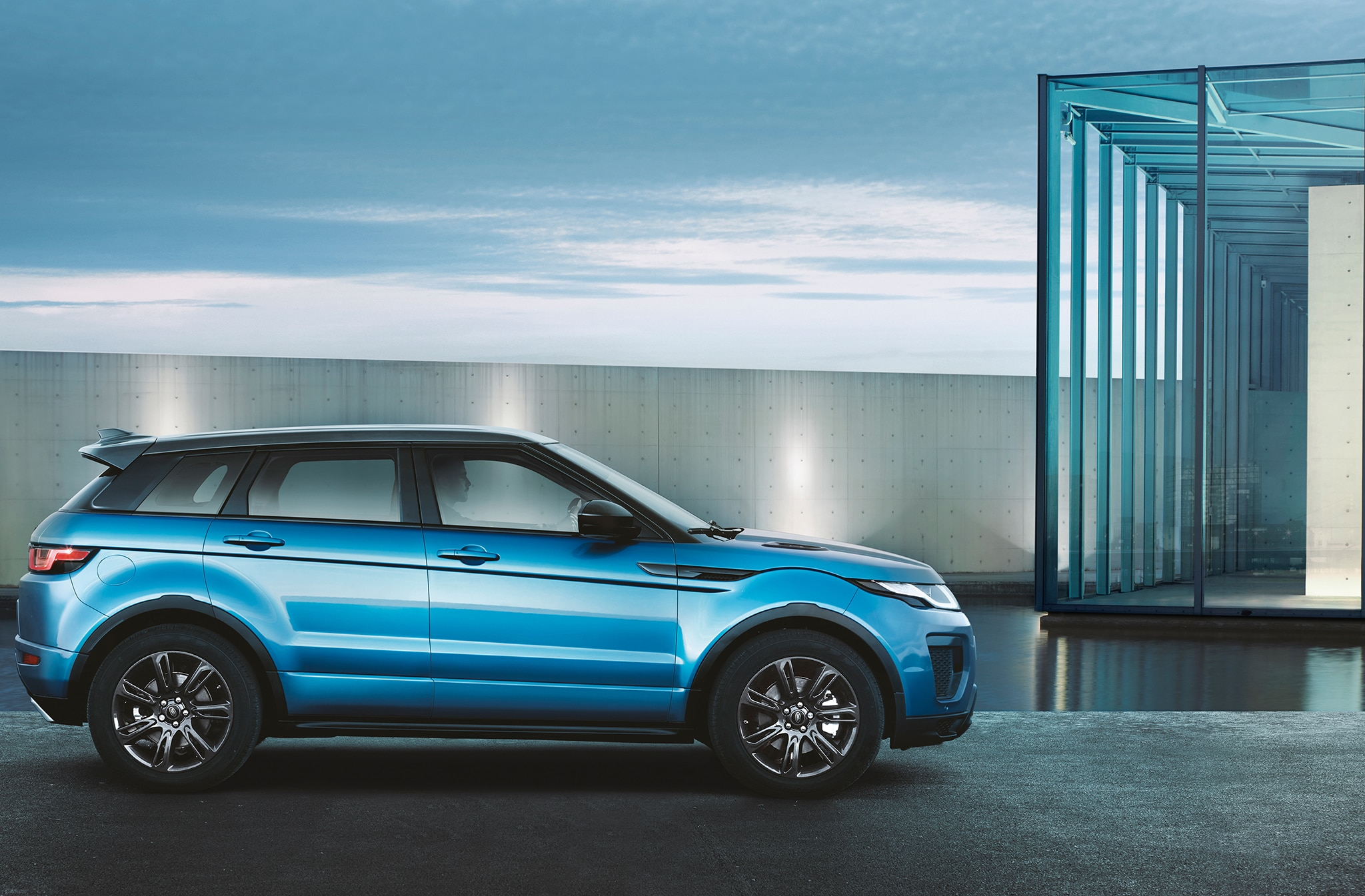 Range Rover Evoque Landmark Special Edition Side Building