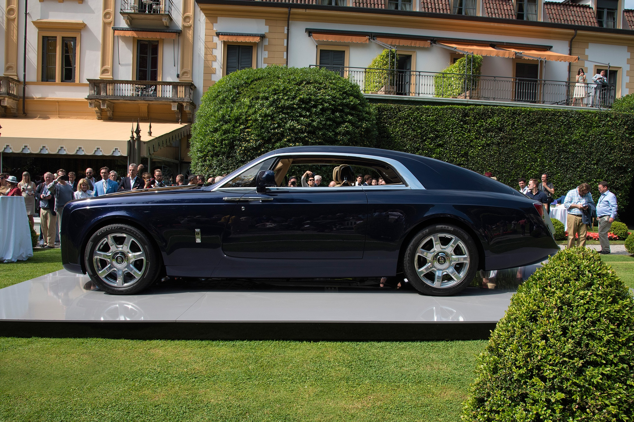 Rolls Royce Sweptail Brings Ultra Luxe Coach Building Into The