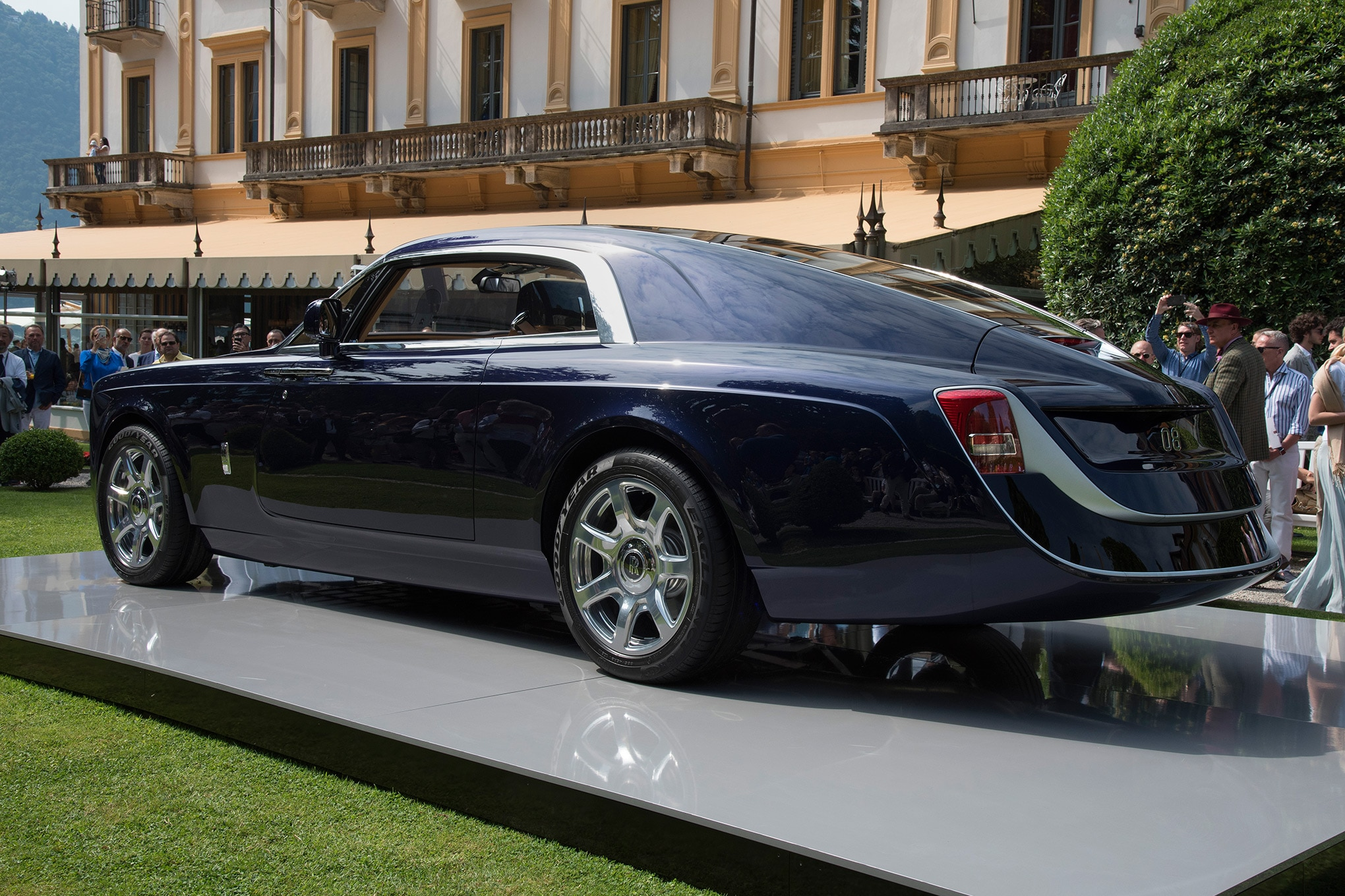 Rolls Royce Sweptail Brings Ultra Luxe Coach Building Into The 21st Century Automobile Magazine