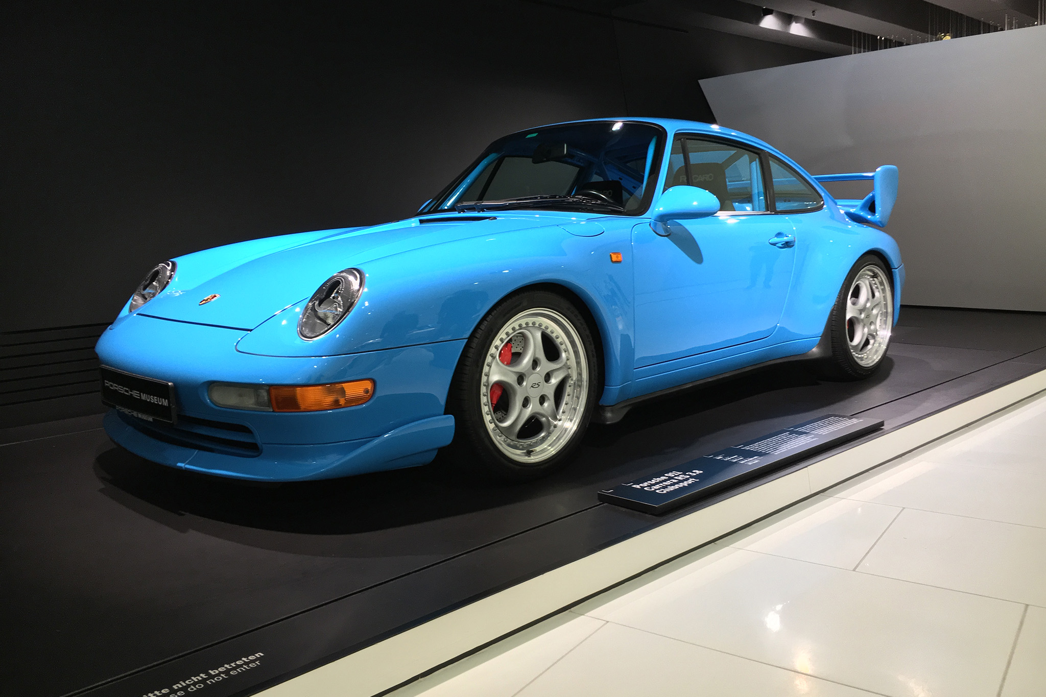 fabulous porsche 911 gt1 blue coral noisiestpassenger. Black Bedroom Furniture Sets. Home Design Ideas