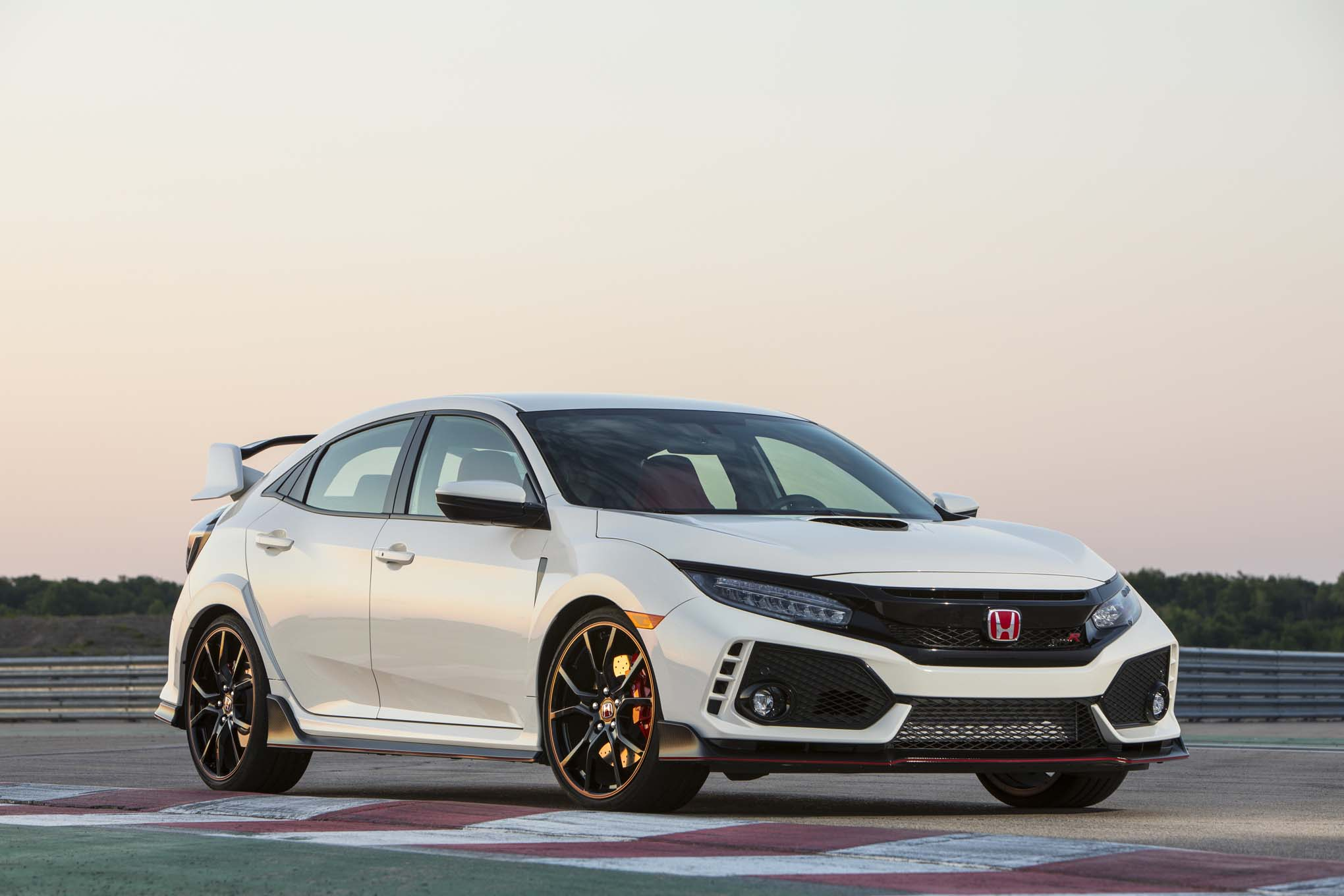 2017 honda civic type r first drive automobile magazine. Black Bedroom Furniture Sets. Home Design Ideas