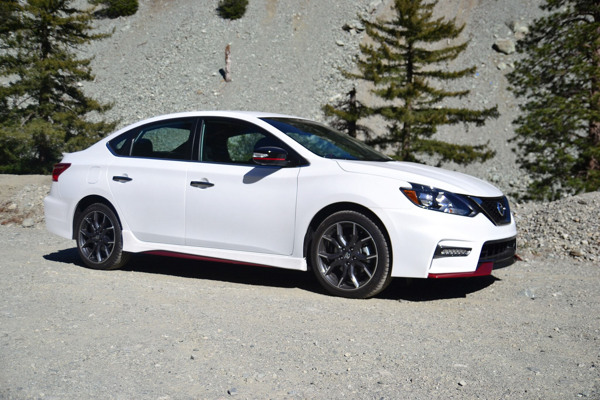 2017 Nissan Sentra Nismo Front Three Quarters 4