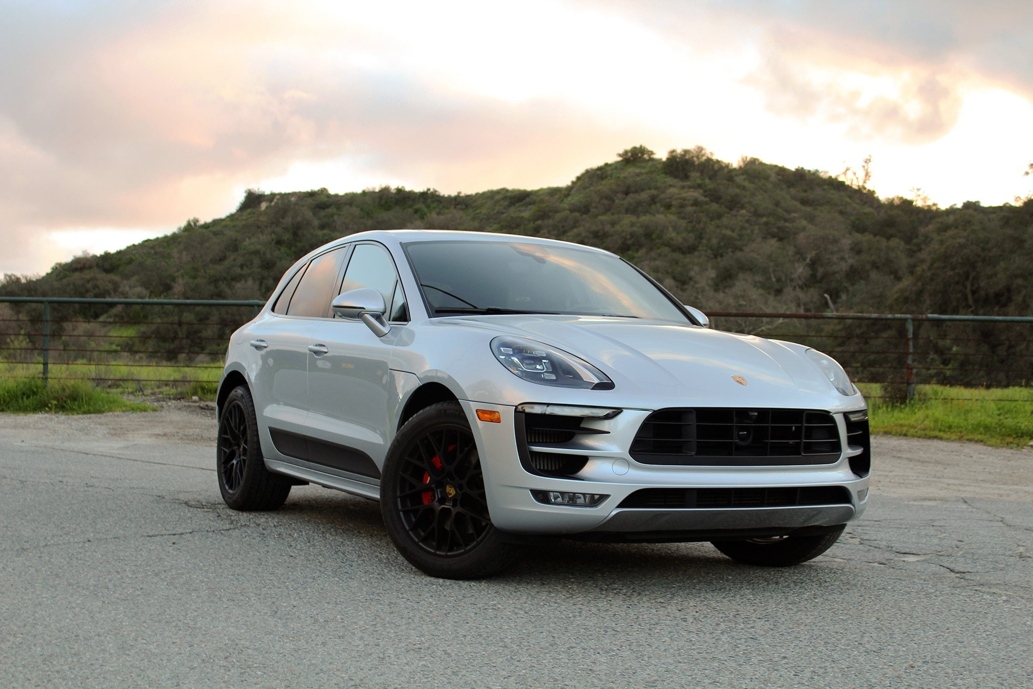 2017 Porsche Macan GTS Front Three Quarter 01