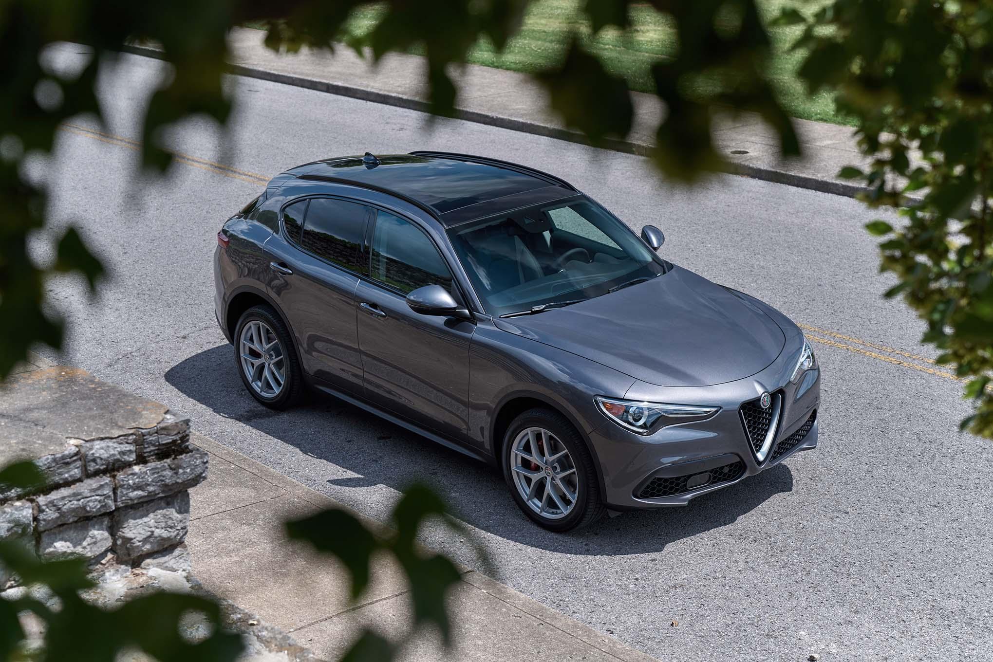 2018 Alfa Romeo Stelvio Sport Front Three Quarter
