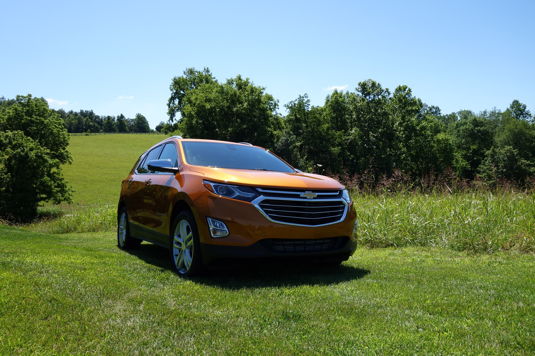 back to back 2018 chevrolet equinox 2 0t awd premier and. Black Bedroom Furniture Sets. Home Design Ideas