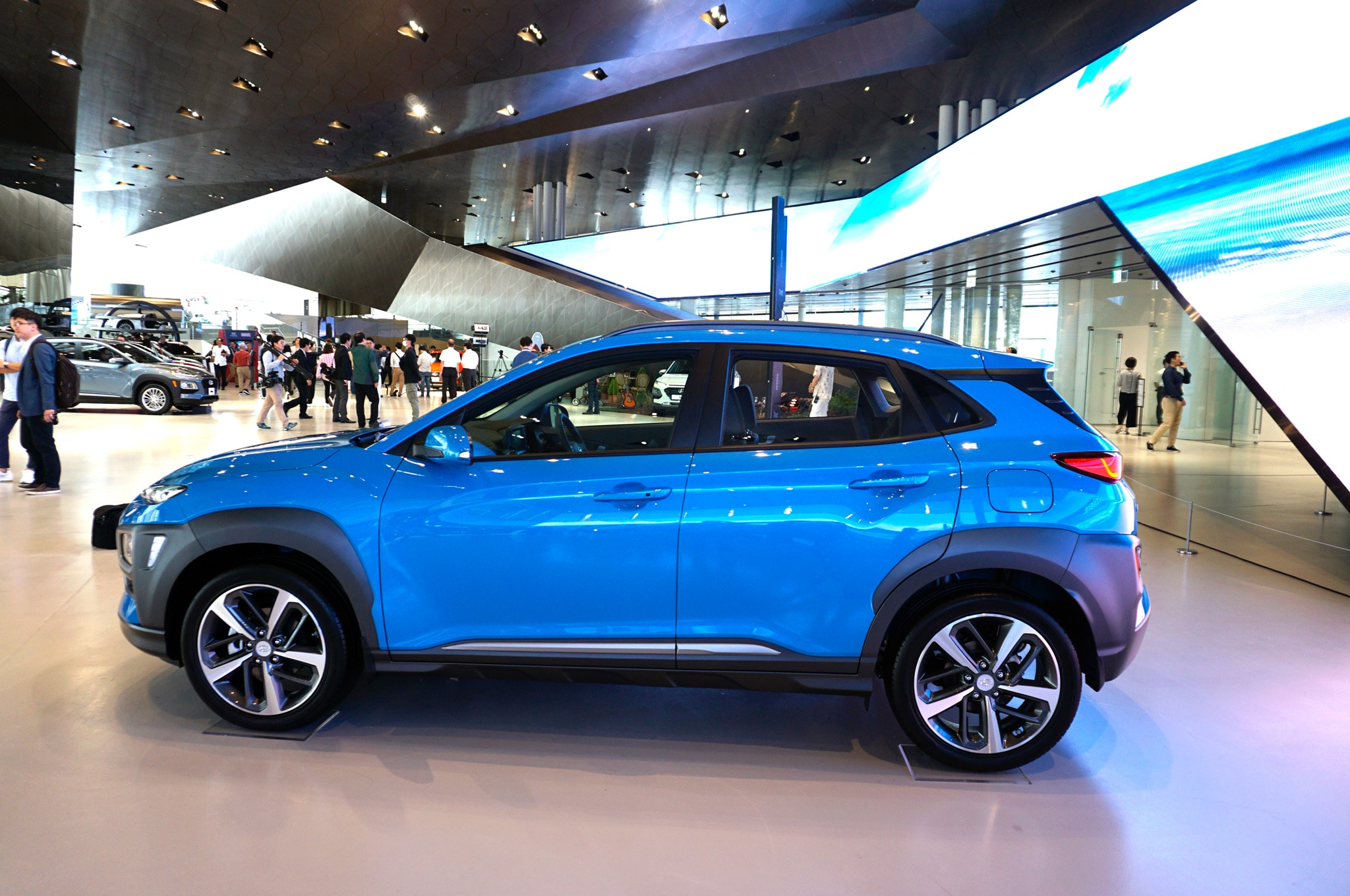 Hyundai Kona Debuts Fresh Face New Small Suv Platform