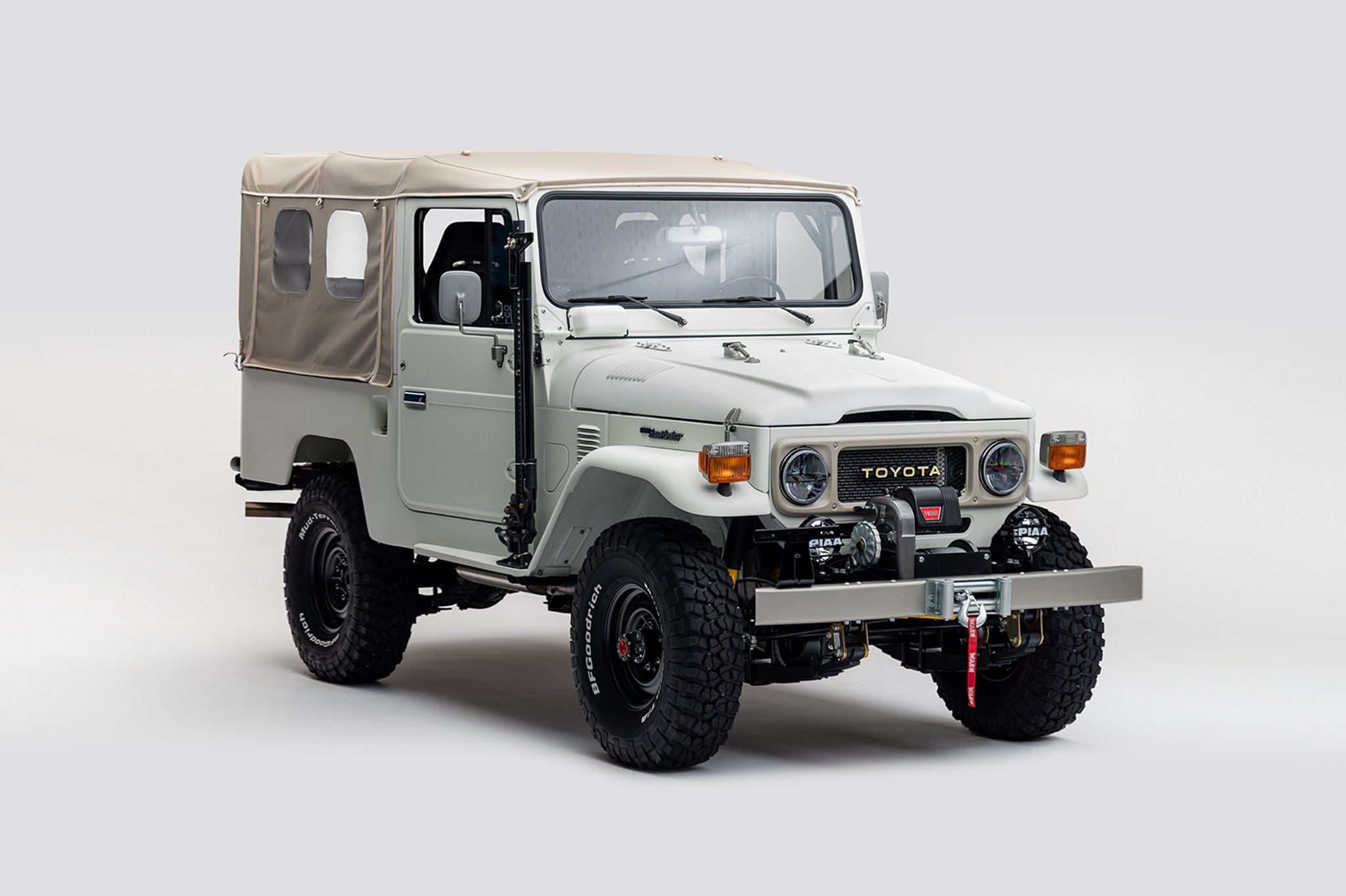 1982 Toyota FJ43 Front Three Quarter 03