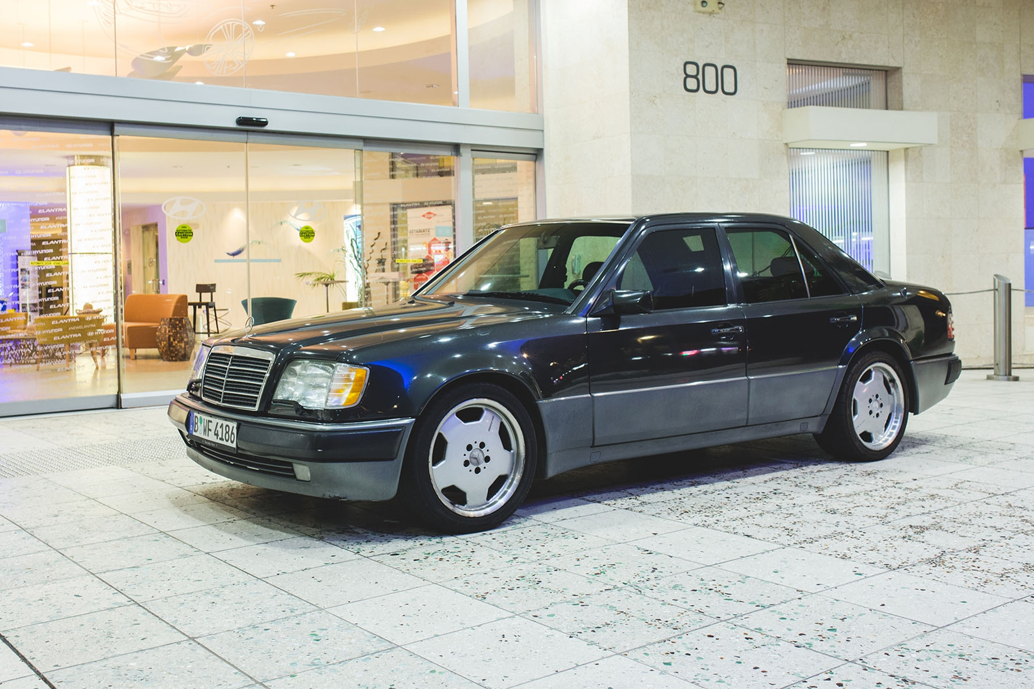 1992 Mercedes Benz 500E Front Three Quarter 02