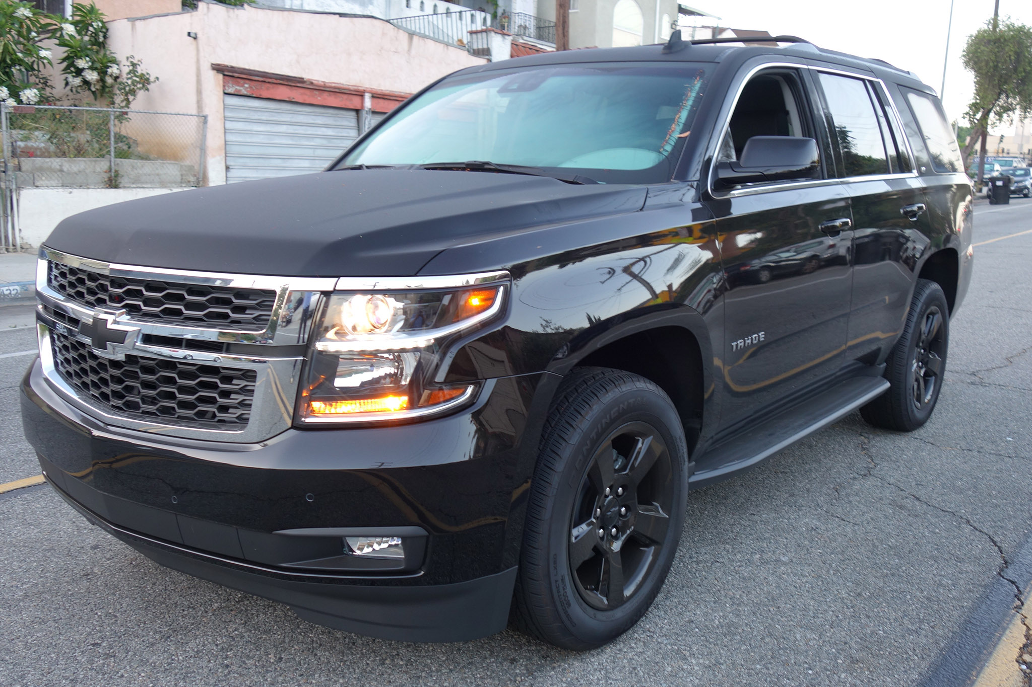 2017 Chevrolet Tahoe 4WD LT Front Three Quarter