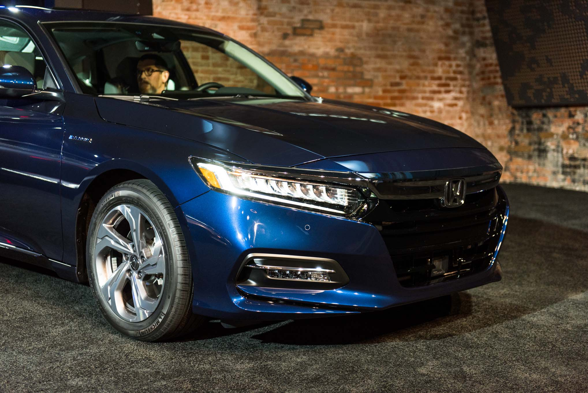 five design details to know on the 2018 honda accord. Black Bedroom Furniture Sets. Home Design Ideas