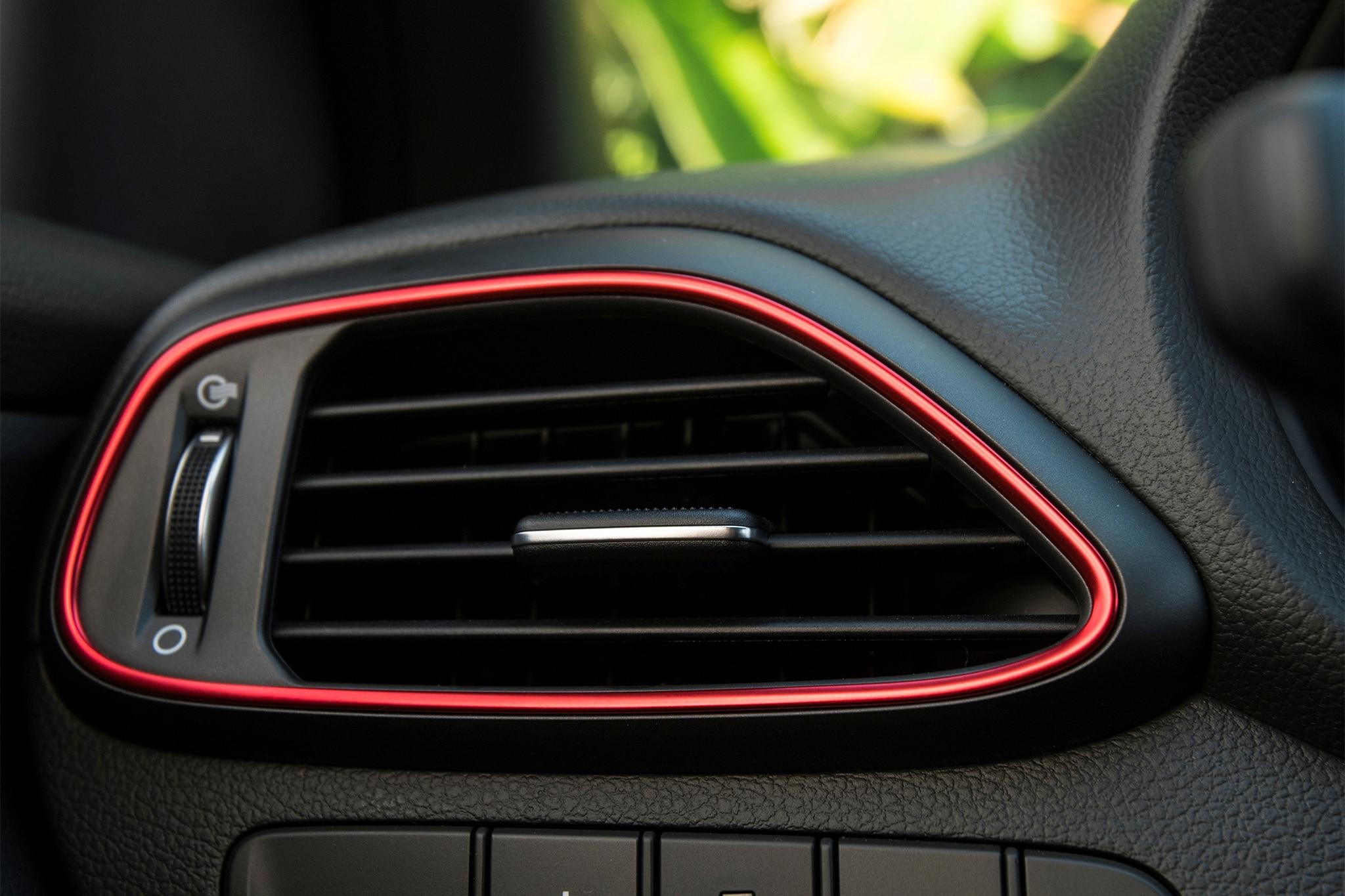 2018-Hyundai-Elantra-GT-Sport-climate-ve