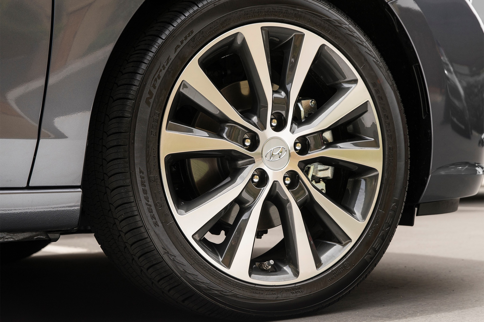 2018-Hyundai-Elantra-GT-wheel.jpg
