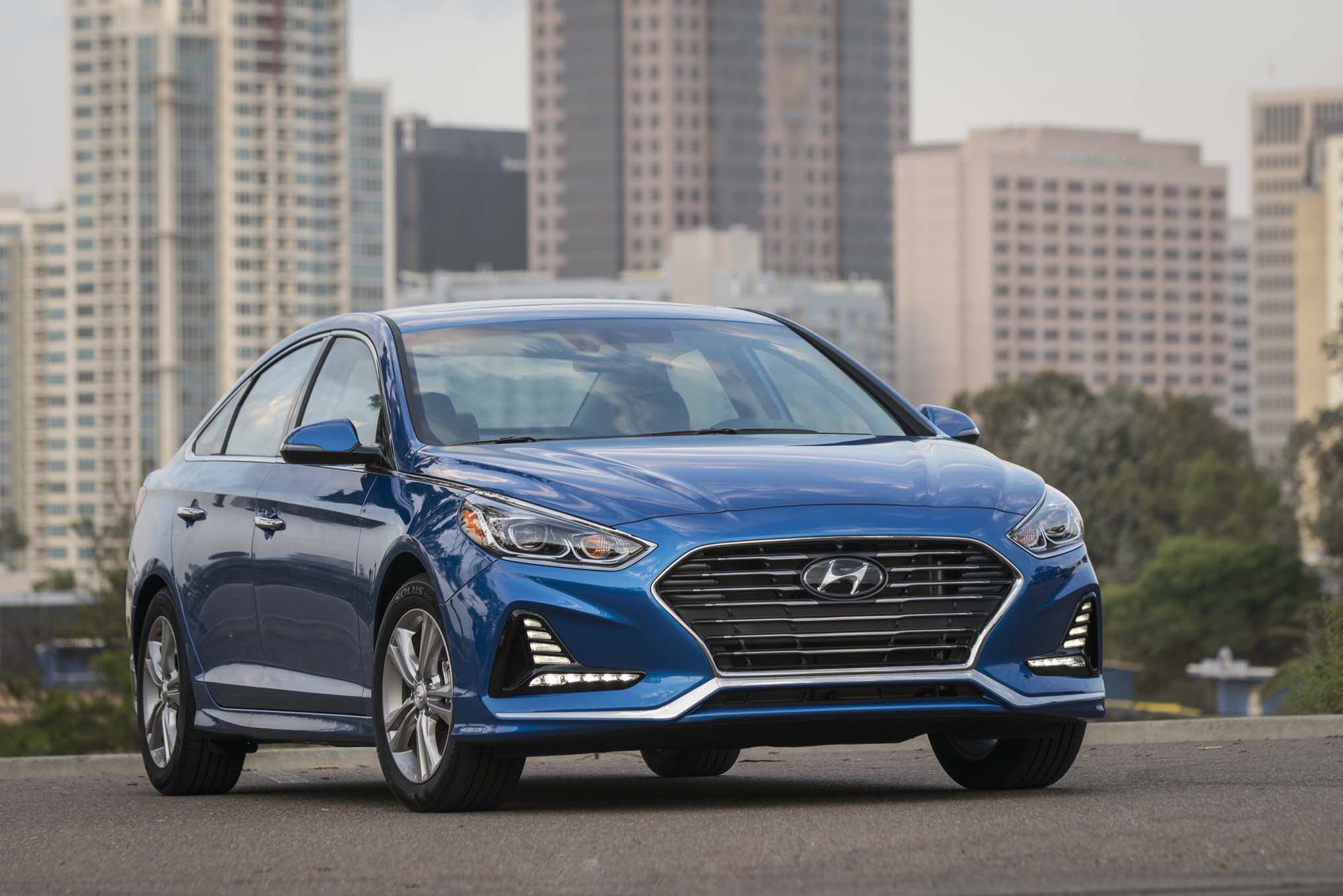three things we love about the 2018 hyundai sonata limited. Black Bedroom Furniture Sets. Home Design Ideas